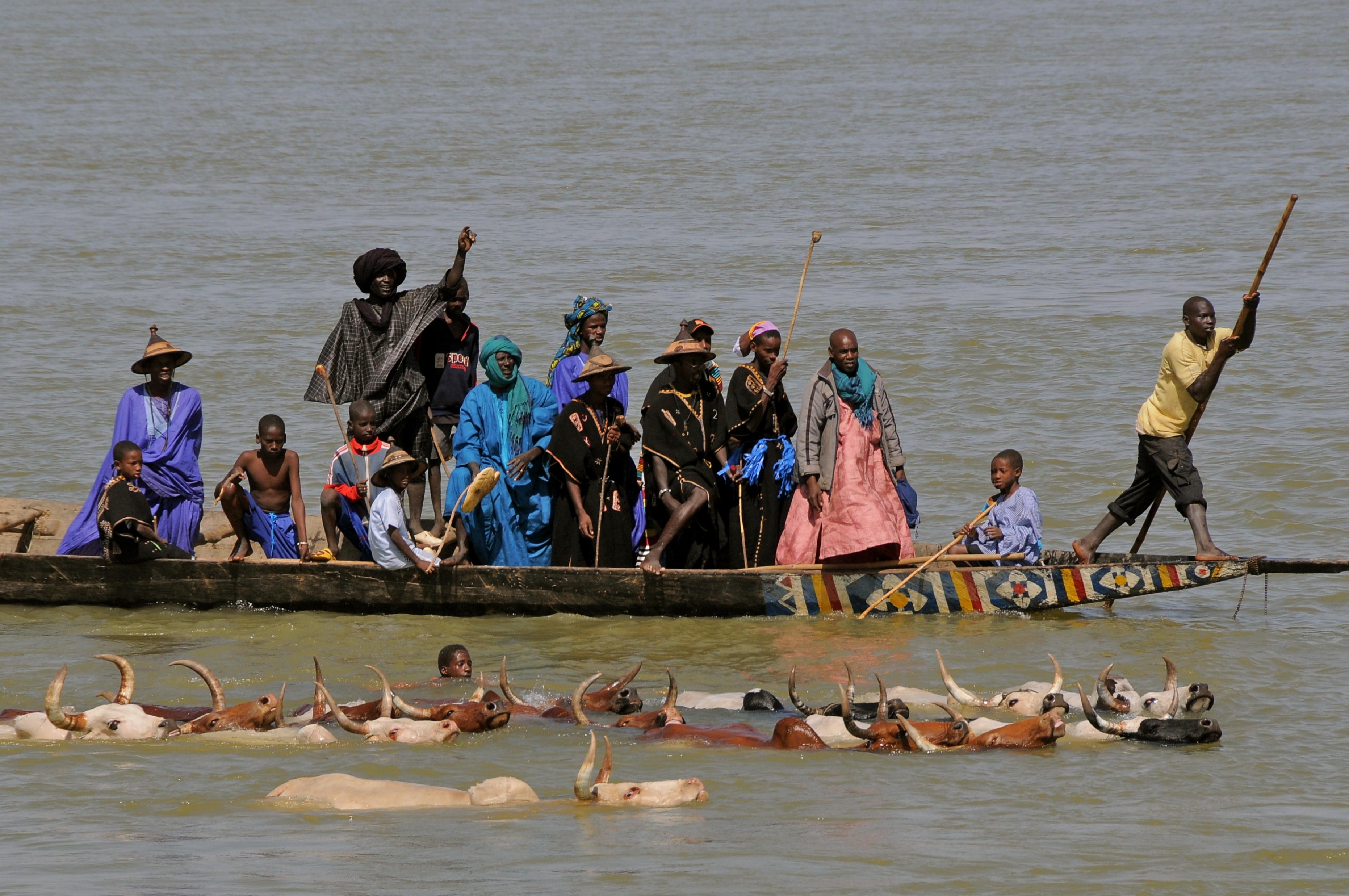 Lemondott a kormány Maliban, miután fegyveresek egy teljes falu lakosságát lemészárolták