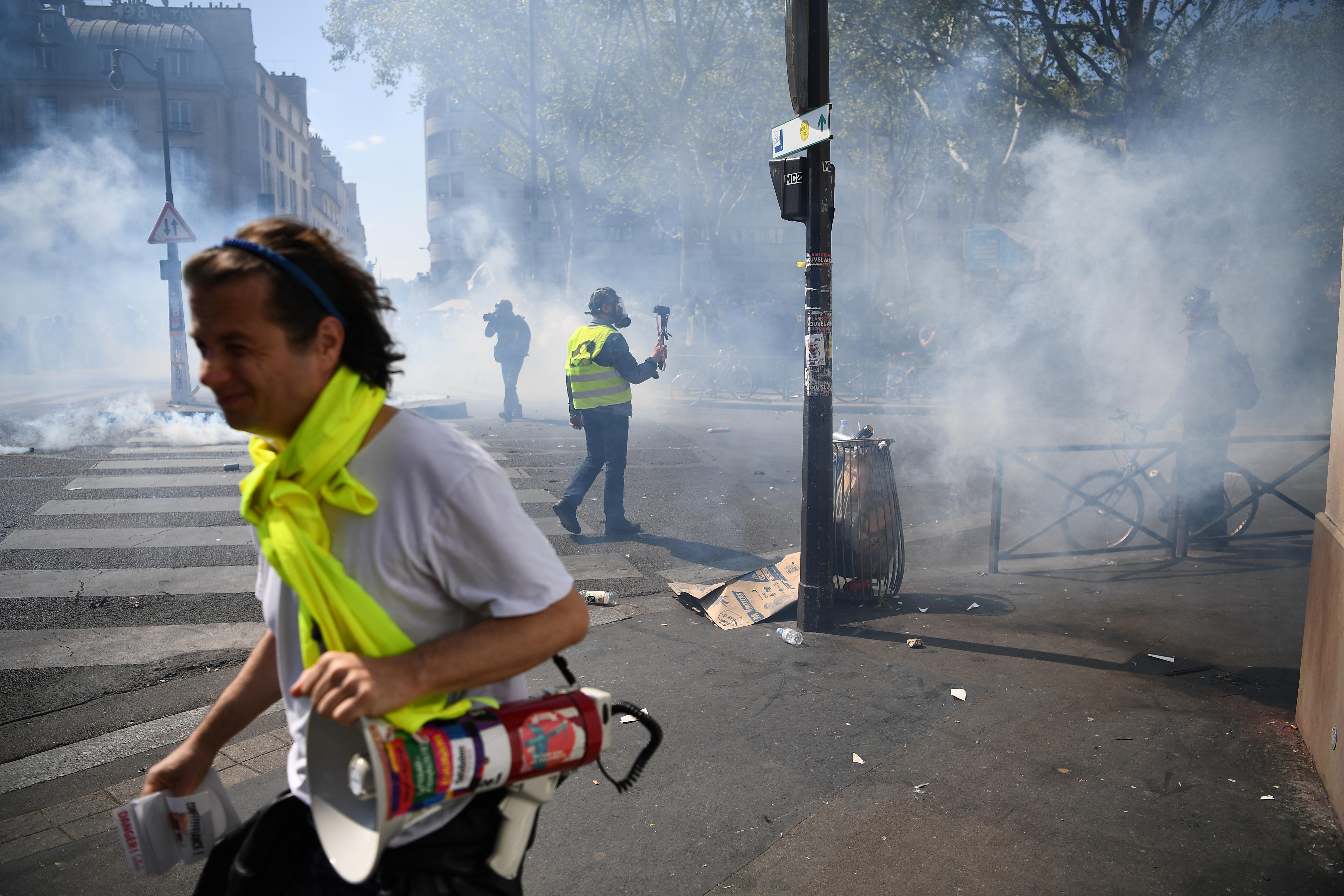 Sárgamellényes tüntetők kifogásolják, hogy a Notre-Dame ügye elhomályosítja a követeléseiket