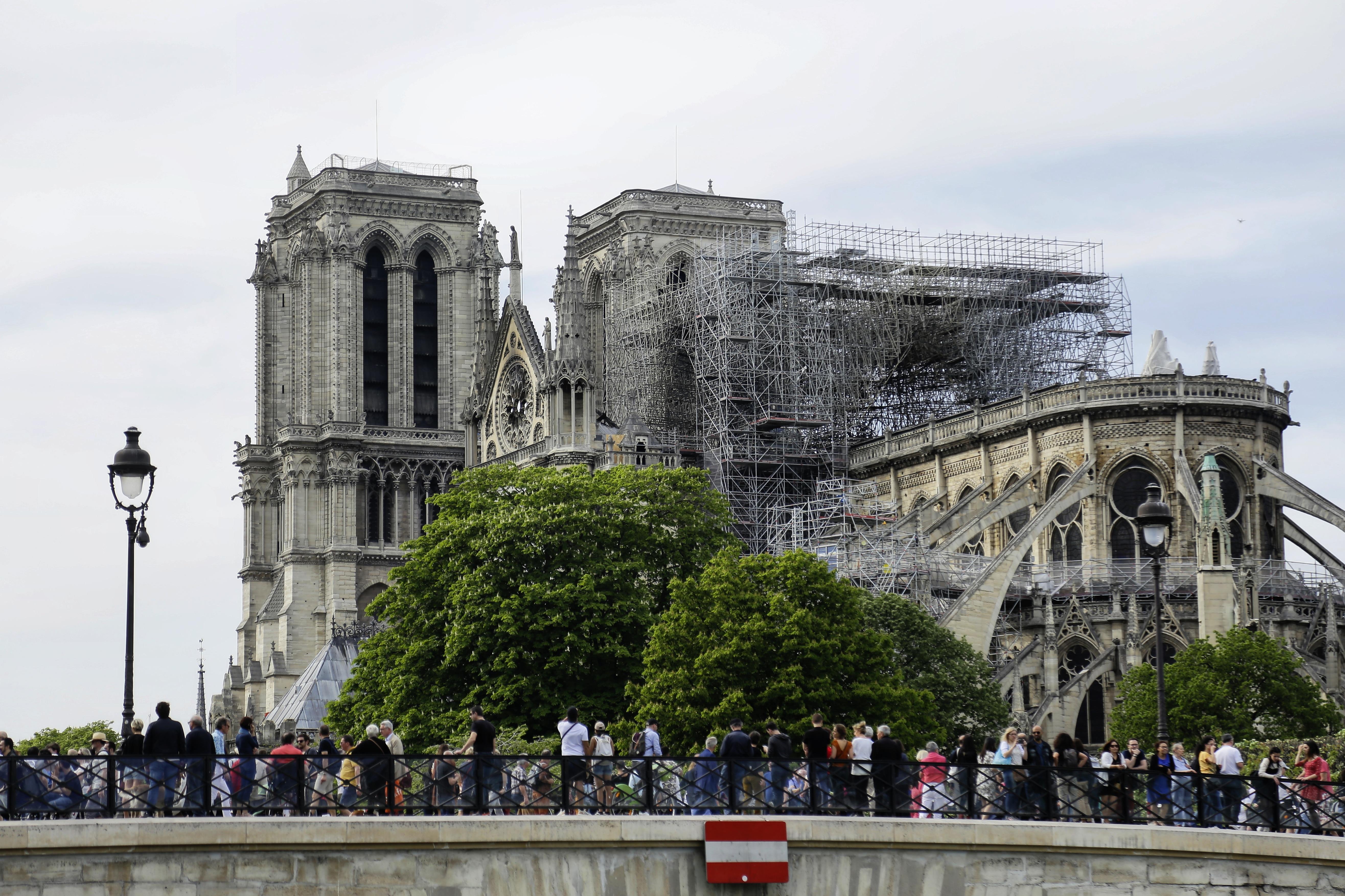 A Notre Dame még mindig veszélyben van