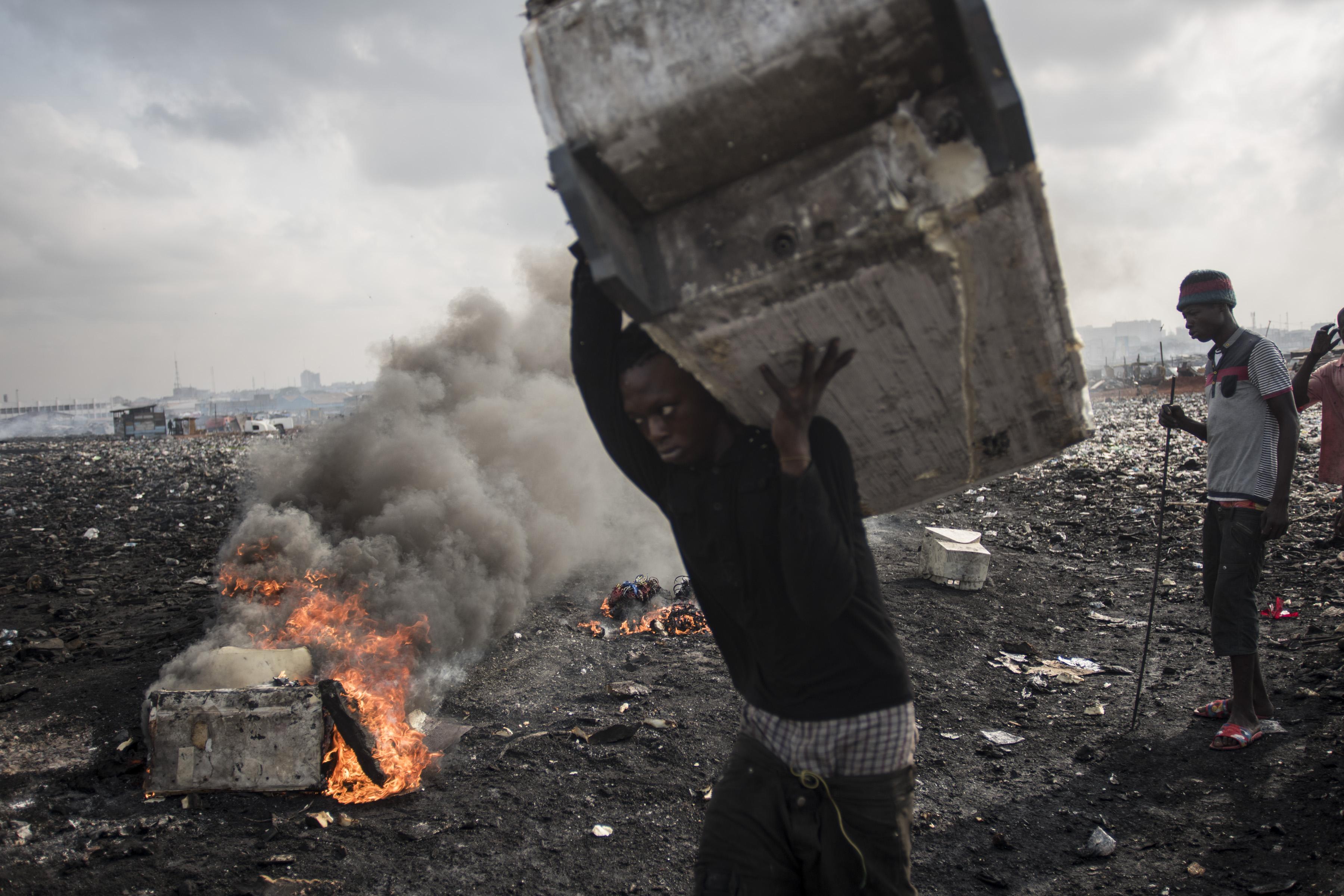 Európában kidobott elektronikus hulladék mérgezi az élelmiszert Ghánában