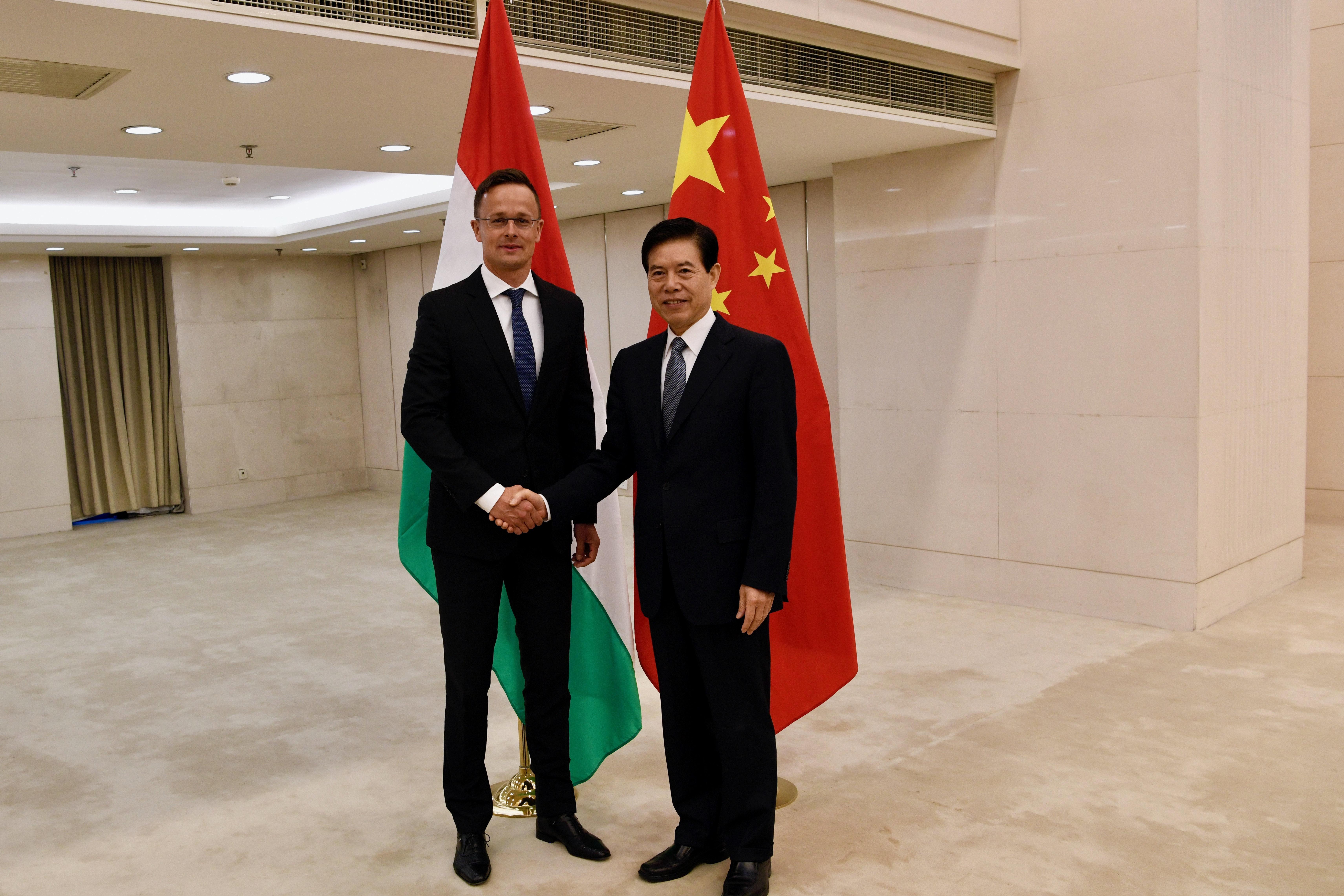 Szijjártó szerint értelmetlen újabb nyilatkozatban elítélni Kínát