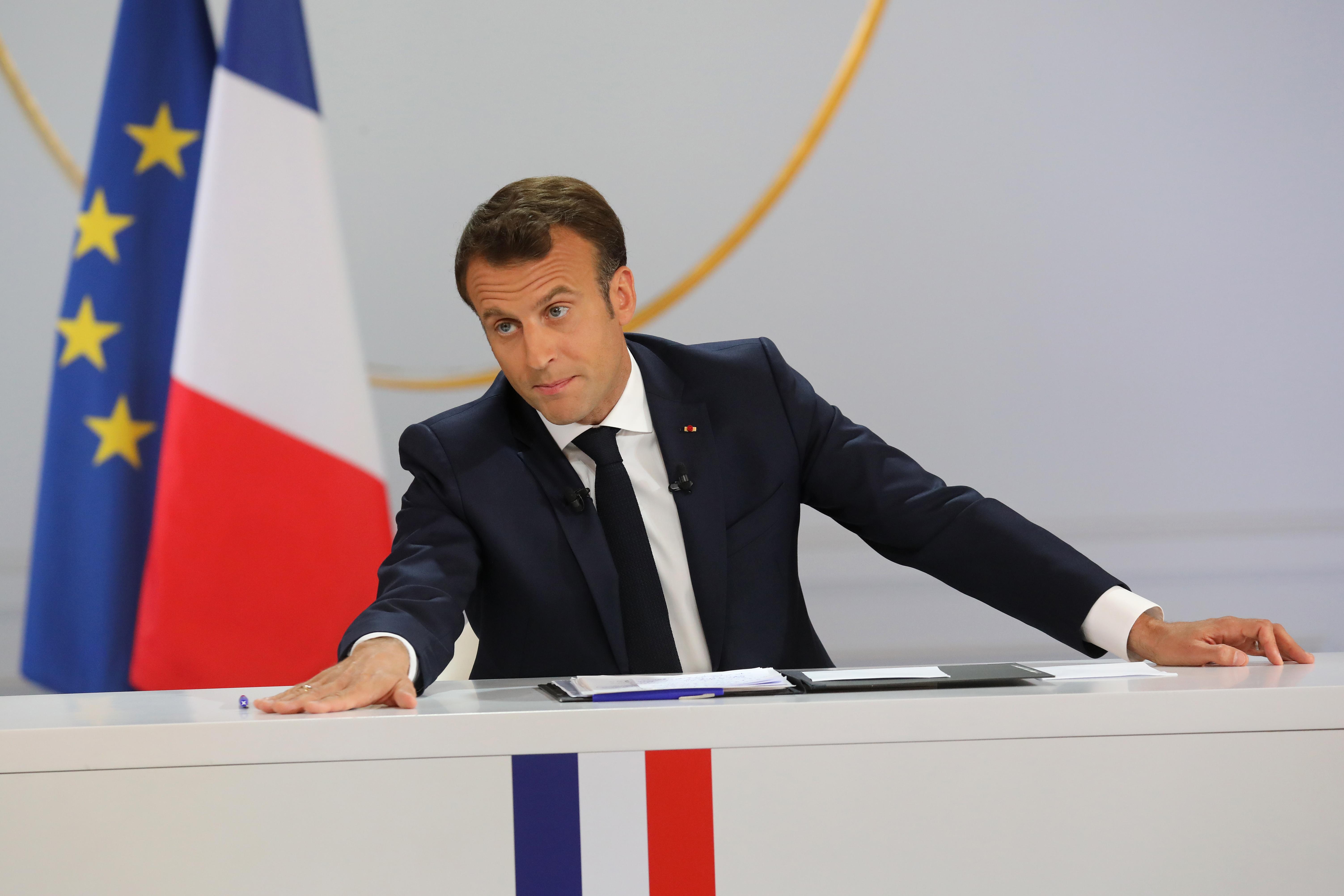 Macron elismerte, hogy a sárgamellényesek kezdeti követelései jogosak voltak