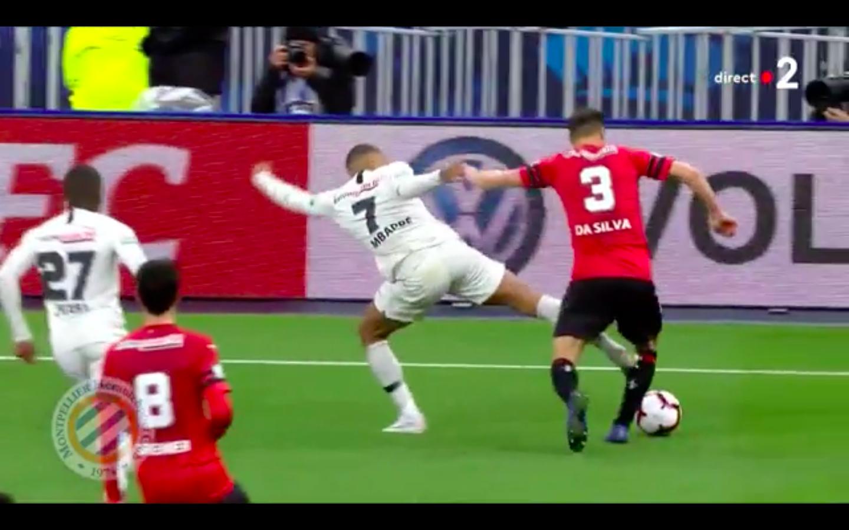 Neymar megütött egy szurkolót, Mbappé majdnem kettétörte az ellenfele lábát