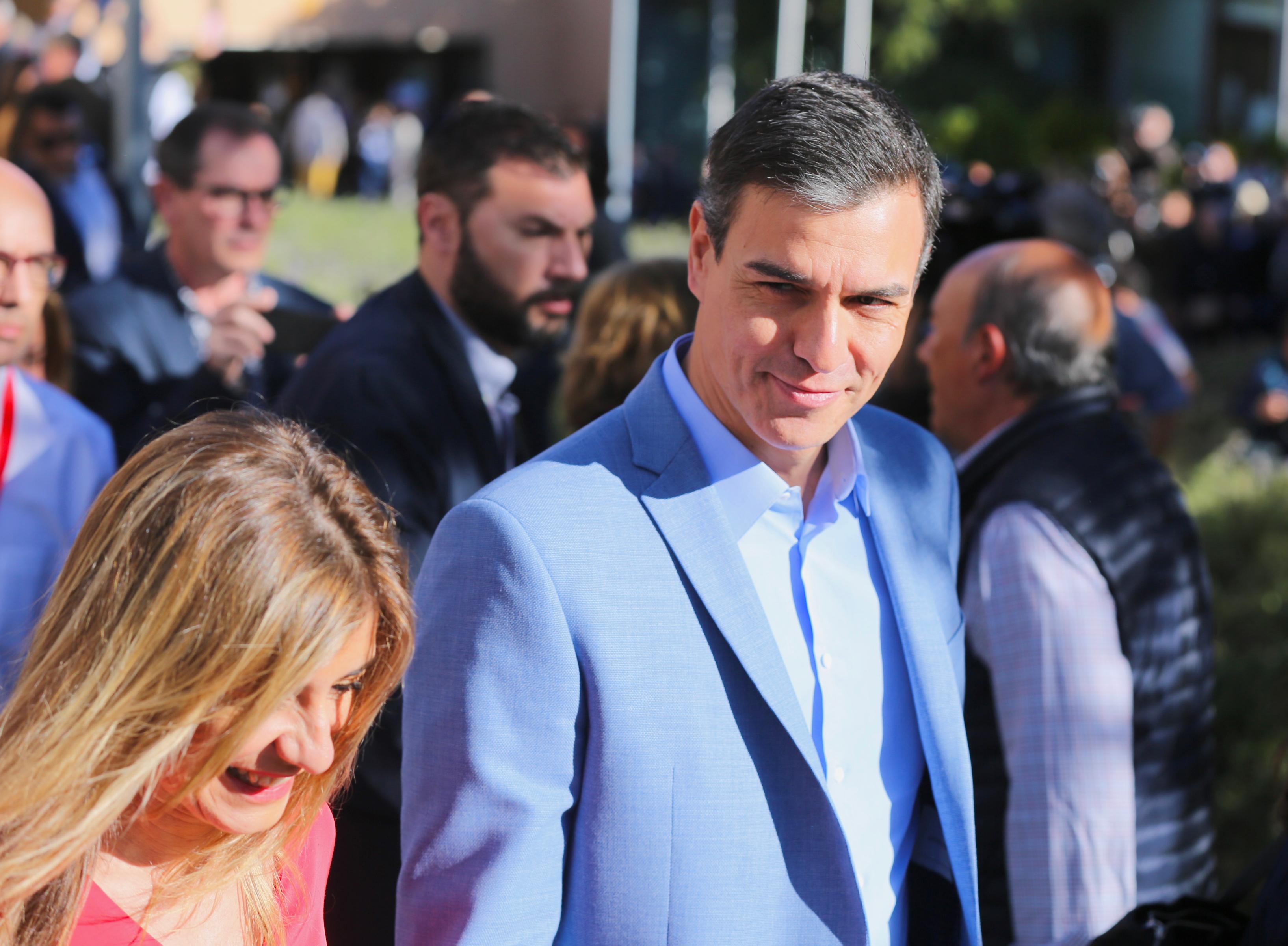 A szocialistáknak áll a zászló a spanyol választásokon