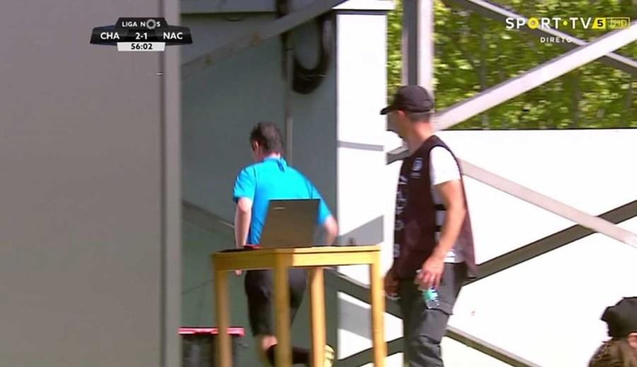 Meccs közben rohant el vécére a portugál partjelző