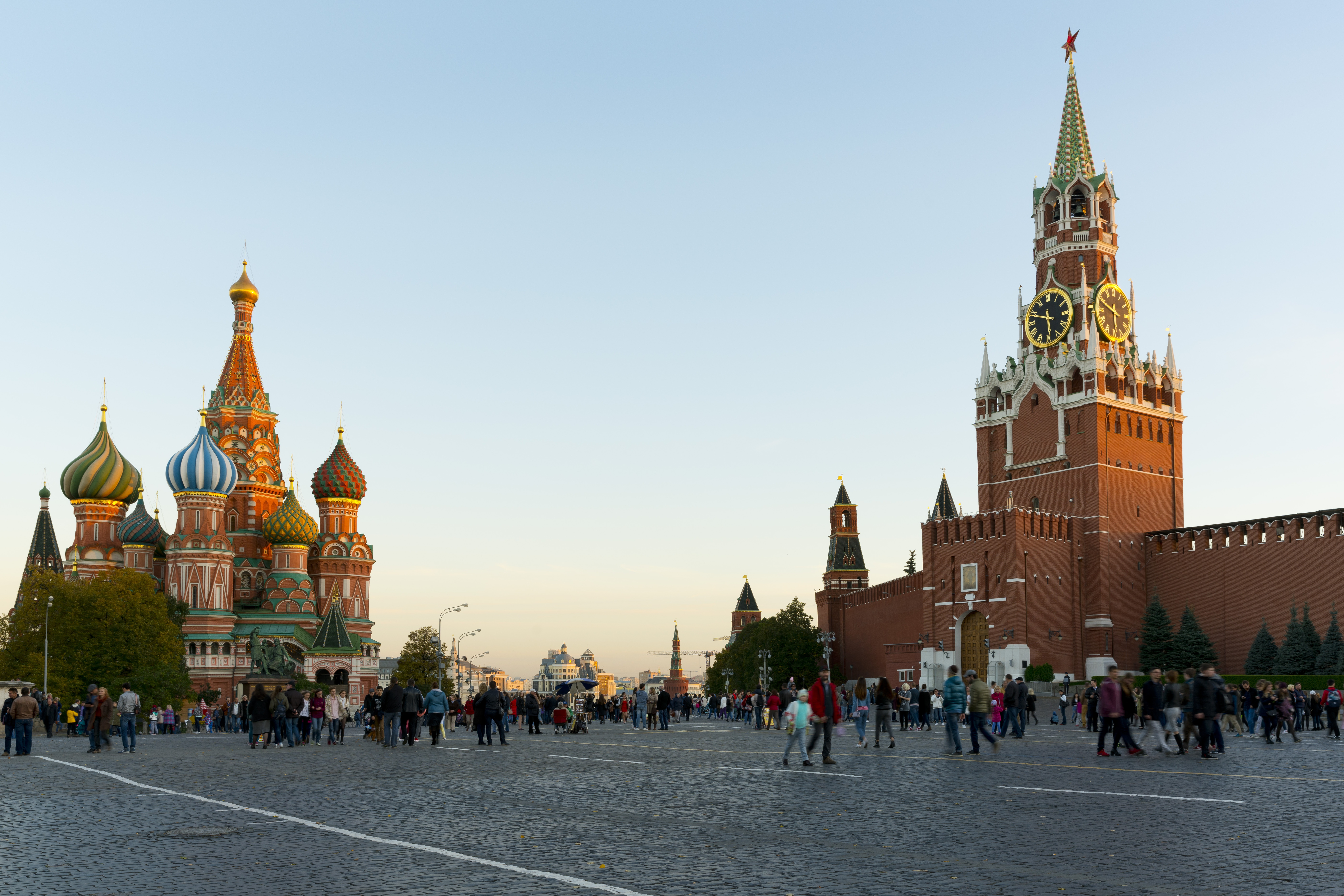 16 év börtönre ítéltek egy amerikai férfit kémkedés miatt Oroszországban, és kiutasítottak két cseh diplomatát is