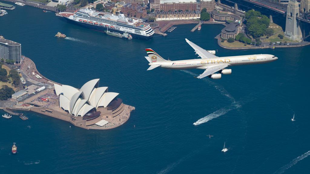 Abszurd banánhéjon csúszott el az ausztráliai repülő elleni bombamerénylet