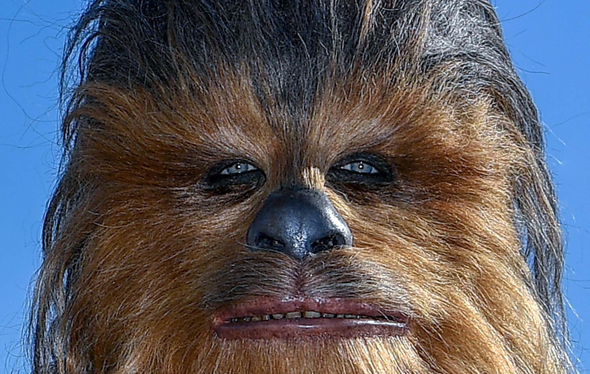 Meghalt a Chewbaccát alakító Peter Mayhew