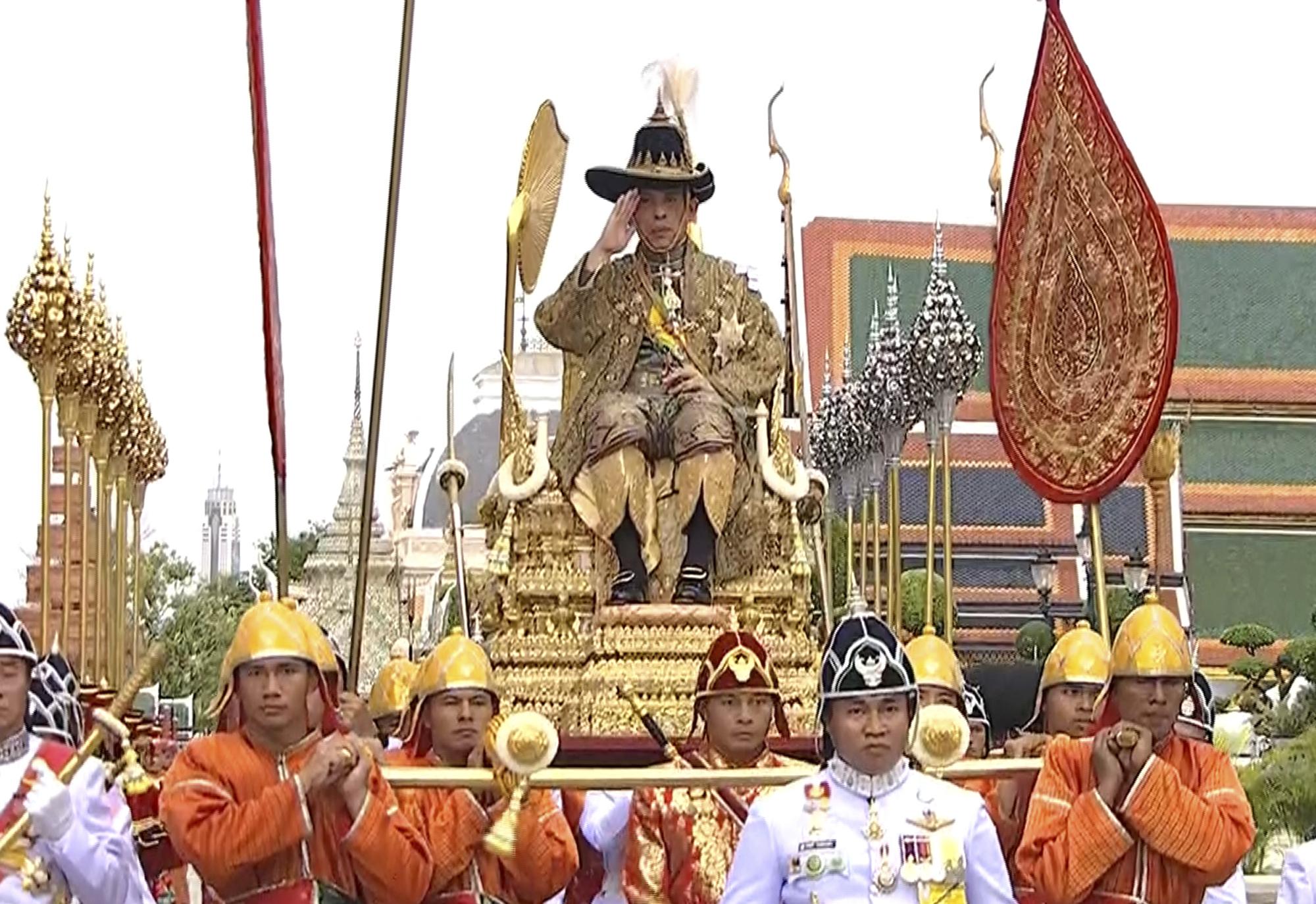 A Facebook blokkolt egy 1 millió fős csoportot, ami a thai monarchiát bírálta