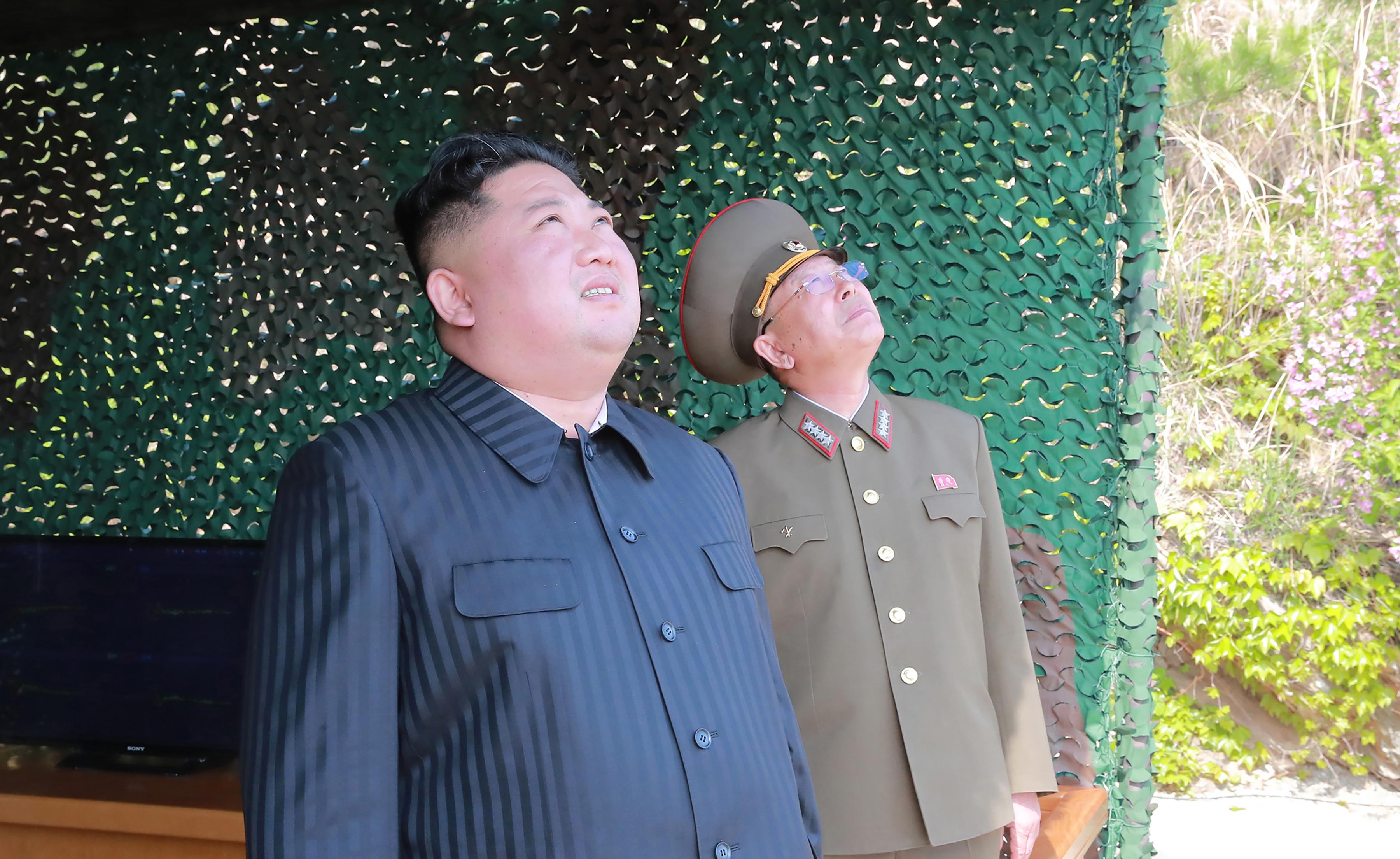 Kim Dzsongun felügyelte az észak-koreai rakétatesztet