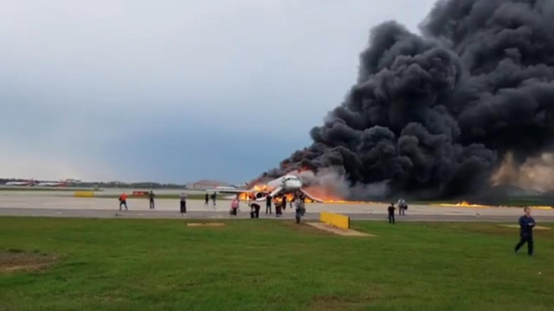 A 78 utasból csak 37 élte túl a kigyulladt gép kényszerleszállását