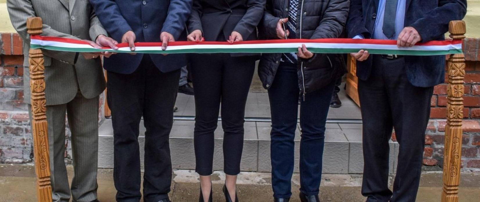 Piszkosul nehéz már újat hozni a politikusok átadnak valamit műfajban, de Tiszaföldvár bebizonyította, hogy nincs lehetetlen