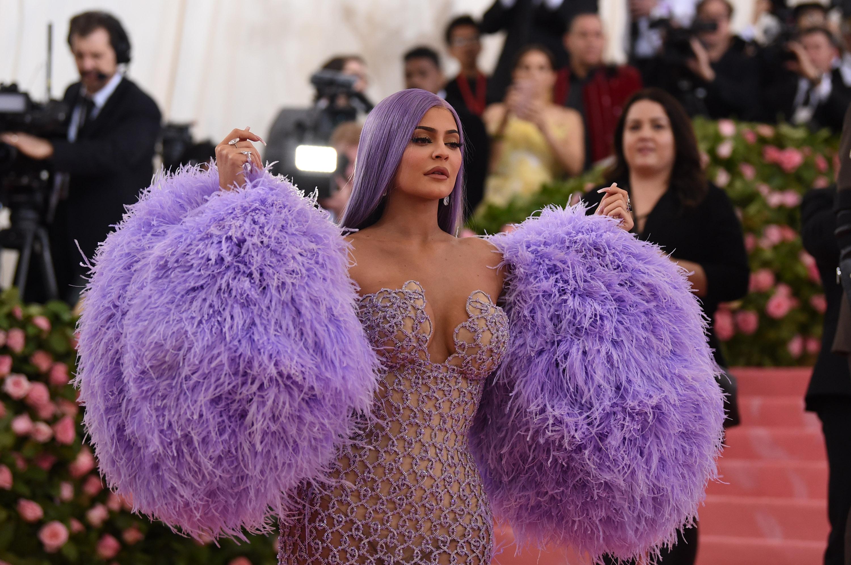 Egy valódi kozmetikai cég 600 millió valódi dollárt fizet Kylie Jennernek influenszercége feléért