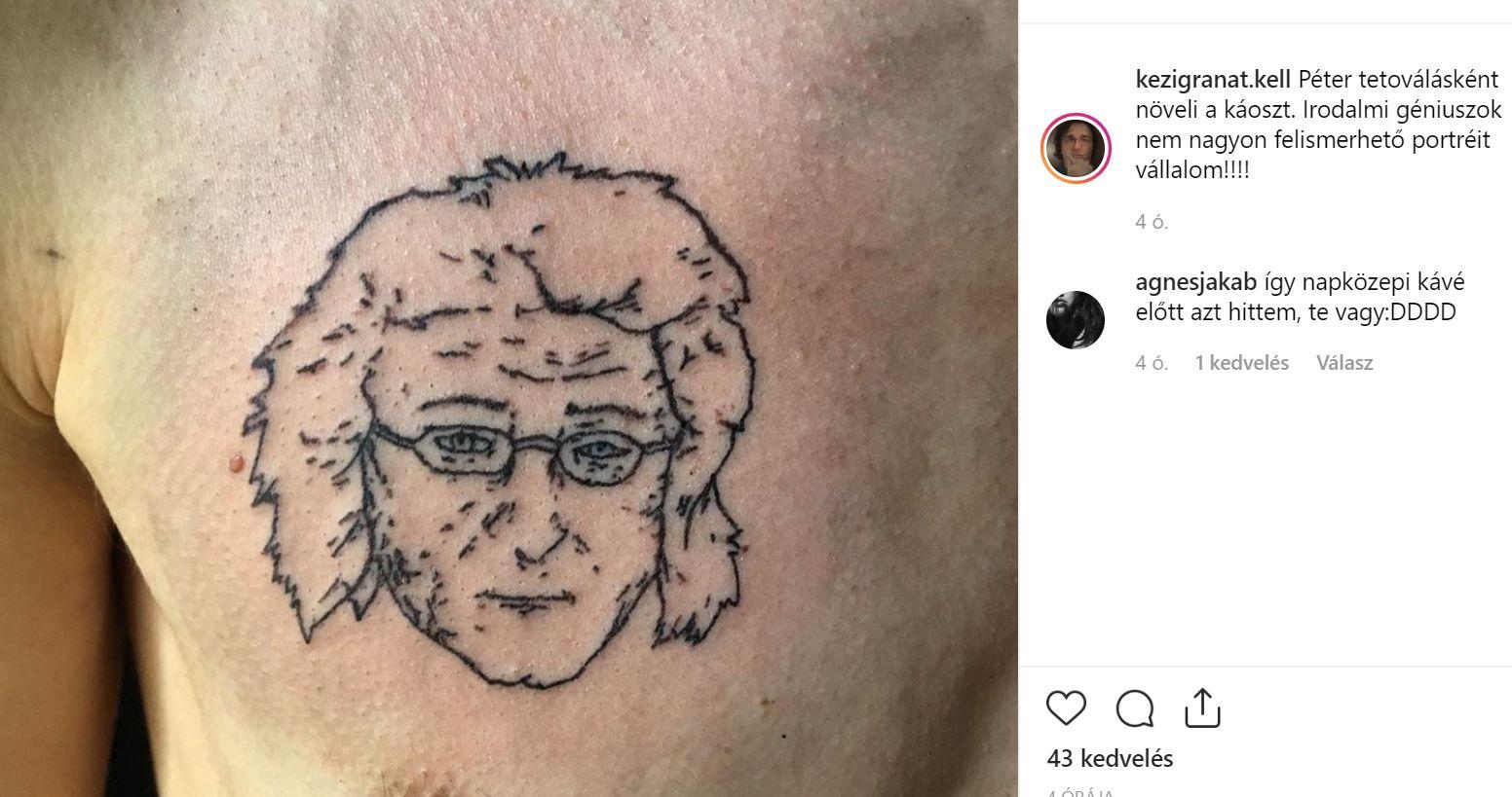 Egy férfi a mellére tetováltatta Esterházy Péter fejét