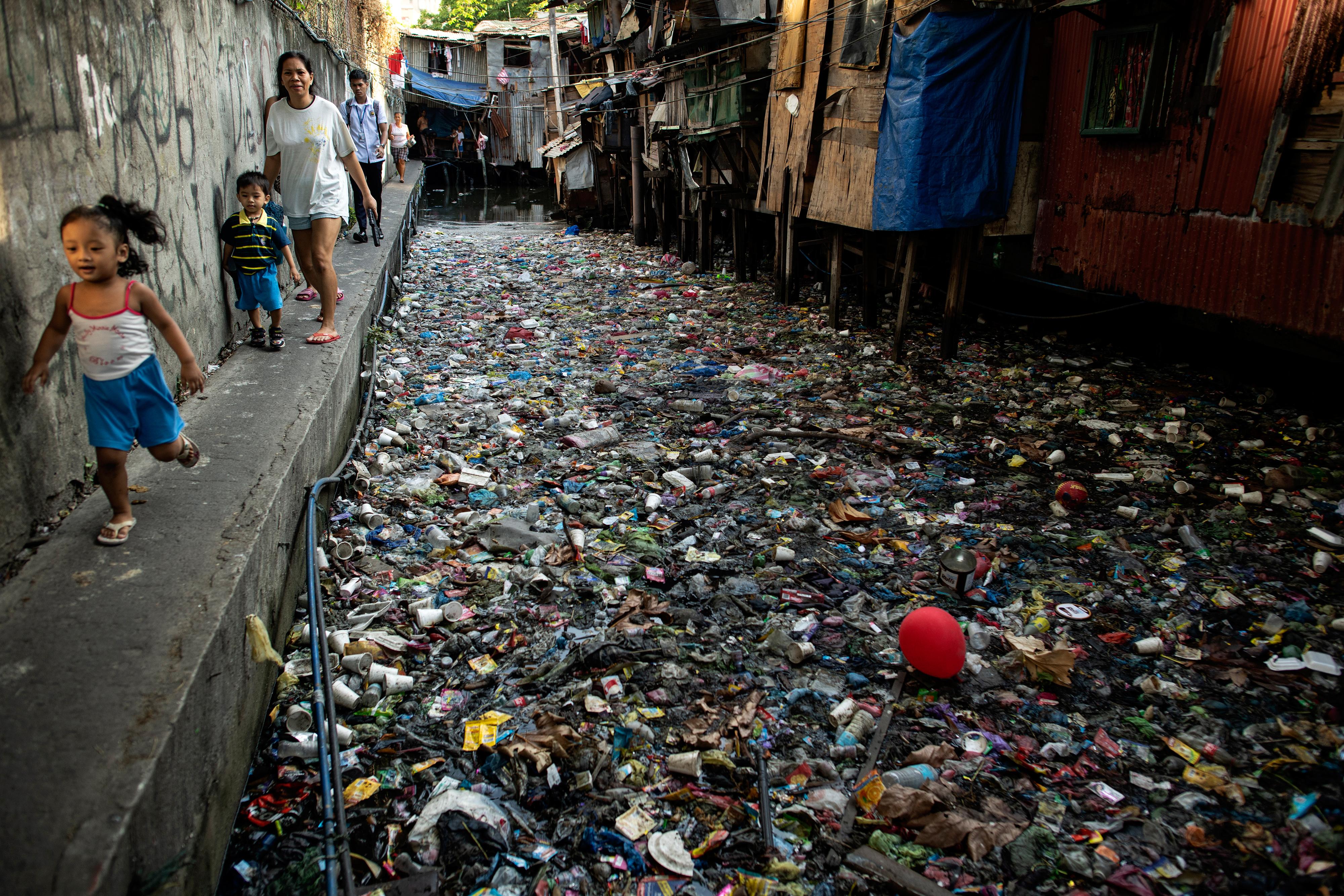 Több mint 180 ország támogatta az egyezményt, ami korlátozza a műanyag szemét terítését
