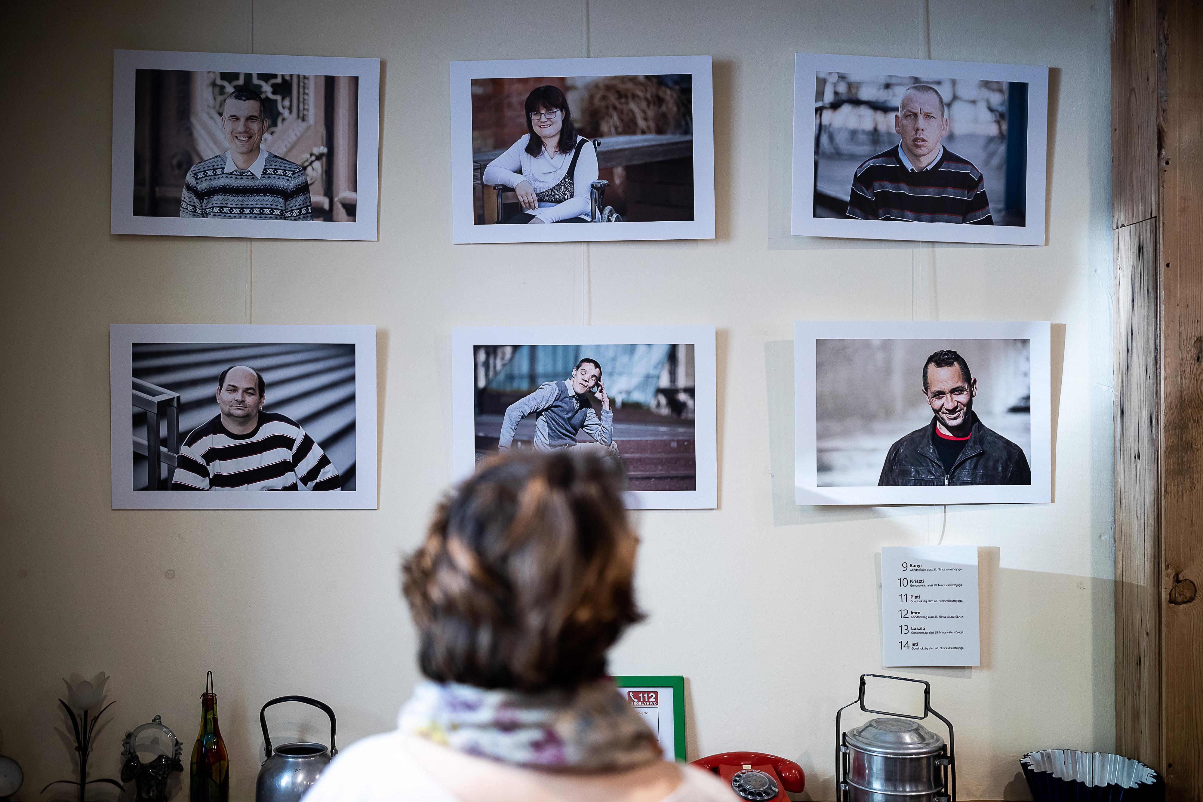Van Magyarországon 50 ezer ember, aki a nemzeti konzultációt kitöltheti, de a választáson nem szavazhat