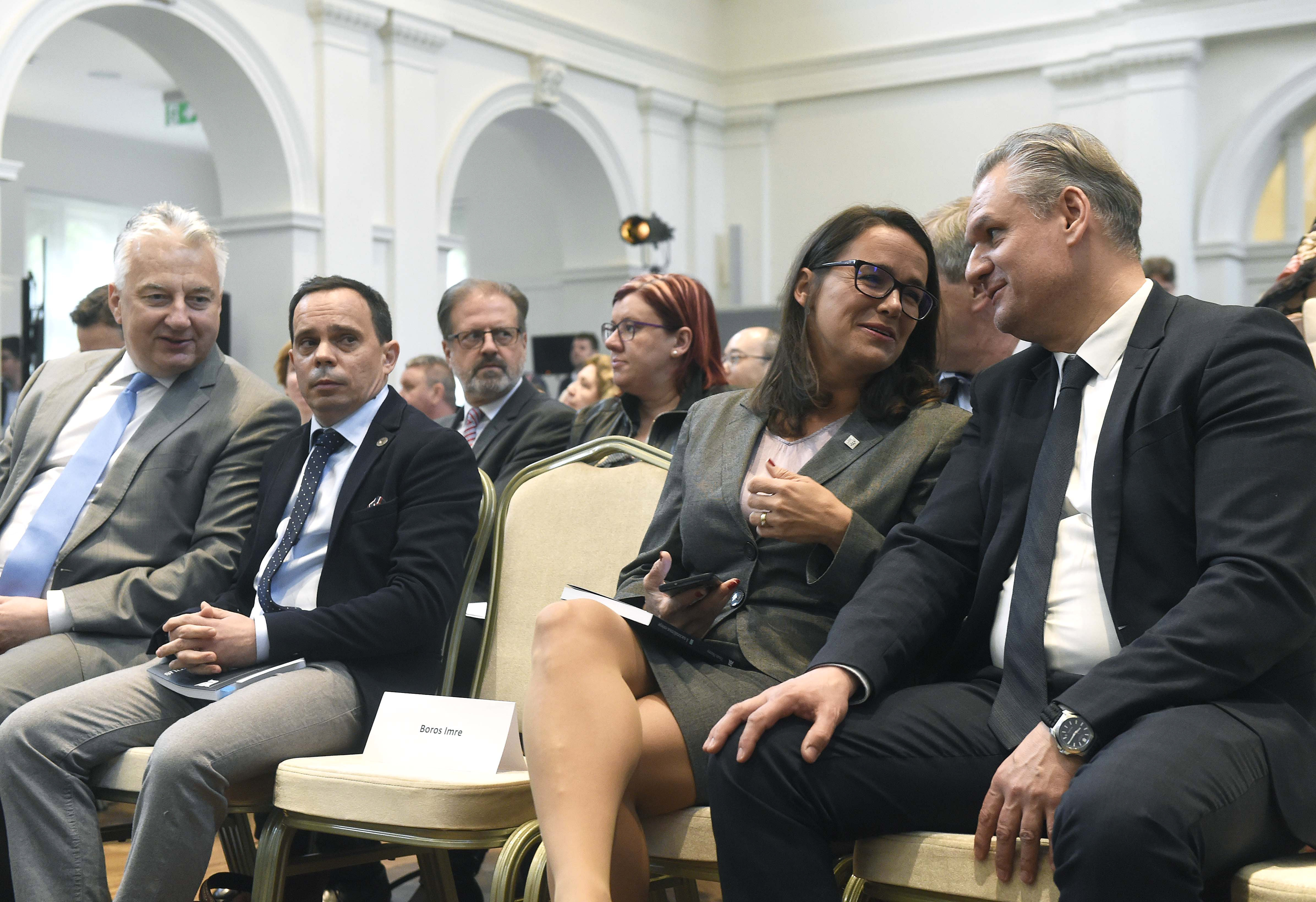1,3 milliárdot kapott a kormánytól a Századvég a gazdasági kilátások kutatására