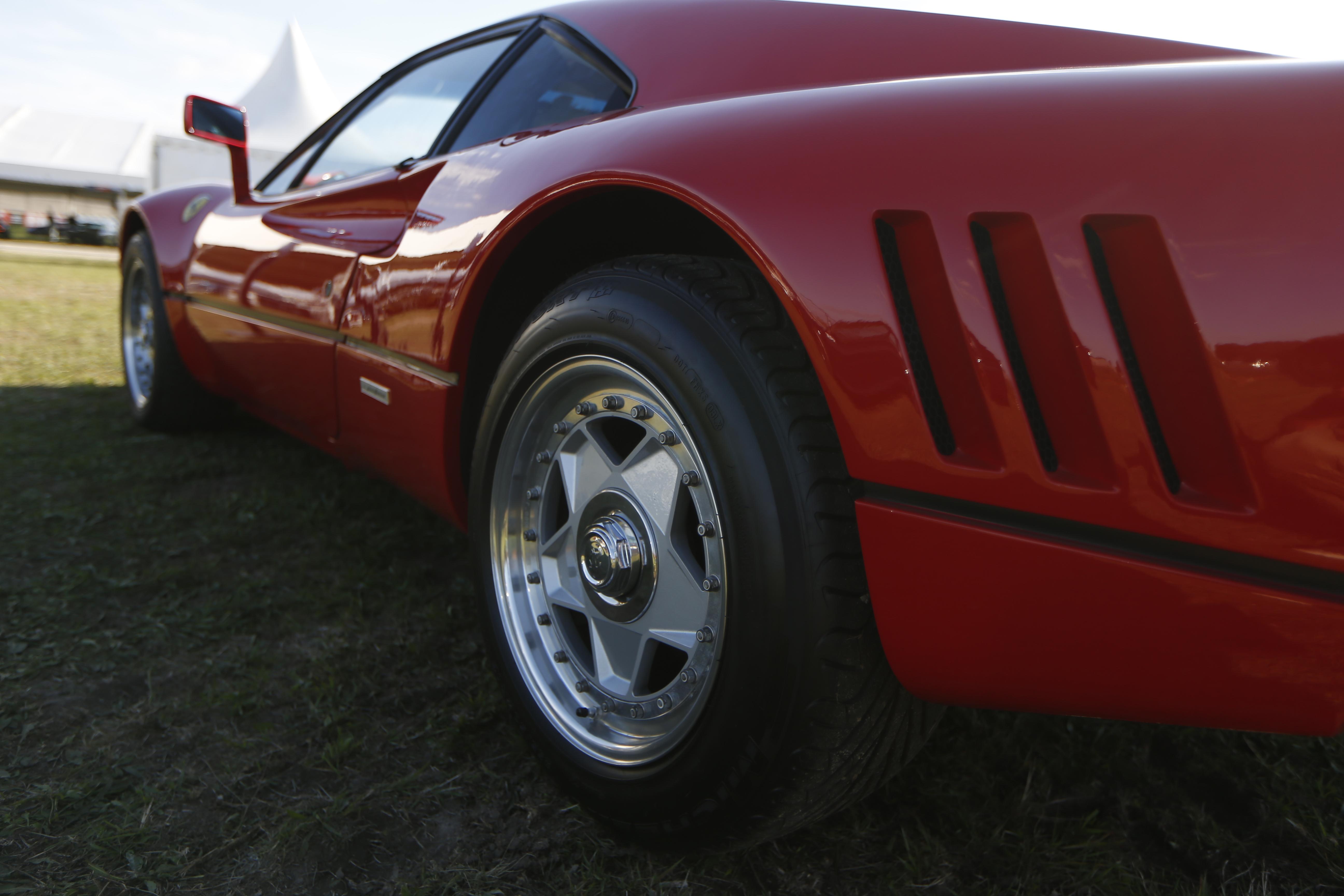 Egy német autótolvaj tesztvezetés közben lépett meg egy Ferrarival, csak előtte még beállt egy fotóra