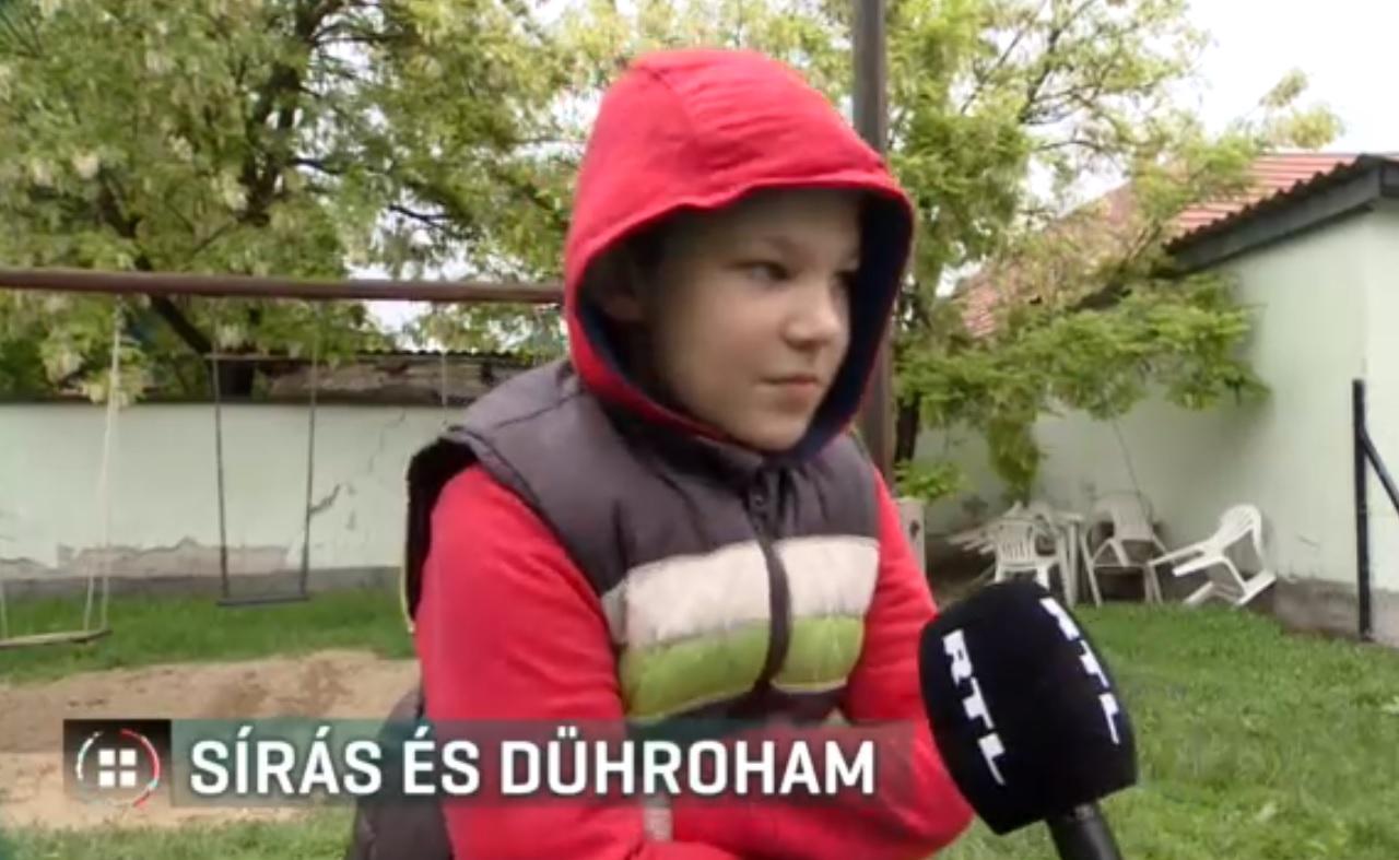 Több autista gyerek rendszeresen sír, és dührohamot kap az iskola melletti építkezés miatt