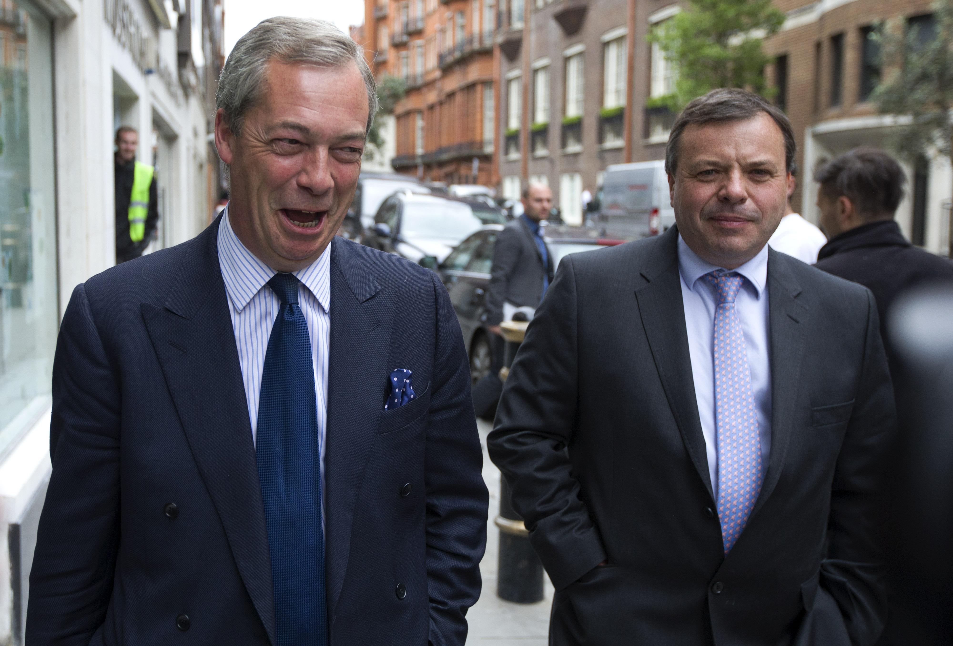 160 millió forintot költött Nigel Farage fényűző életmódjára a népszavazás óta a brit üzletember, akit korábban az oroszokkal is hírbe hoztak