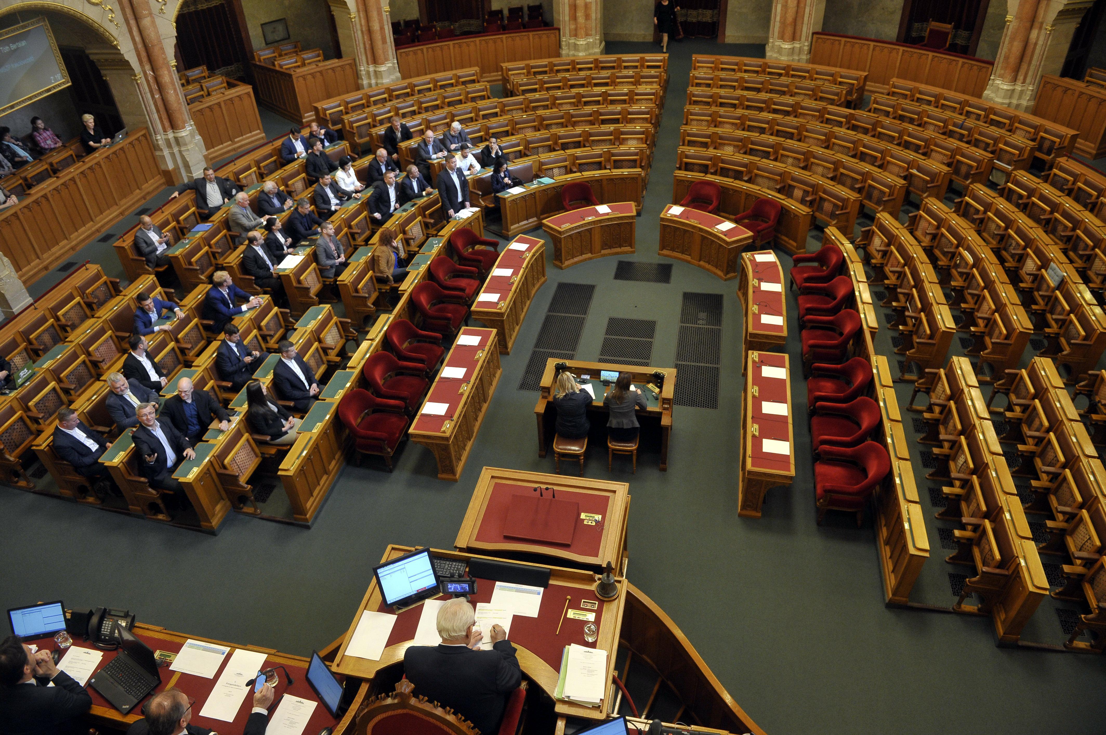 Az ellenzék rendkívüli ülést kezdeményez a járvány elleni védekezés miatt