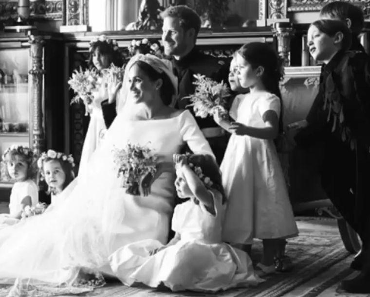 Diavetítéssel ünnepelte egyéves házassági évfordulóját Harry herceg és Meghan hercegnő