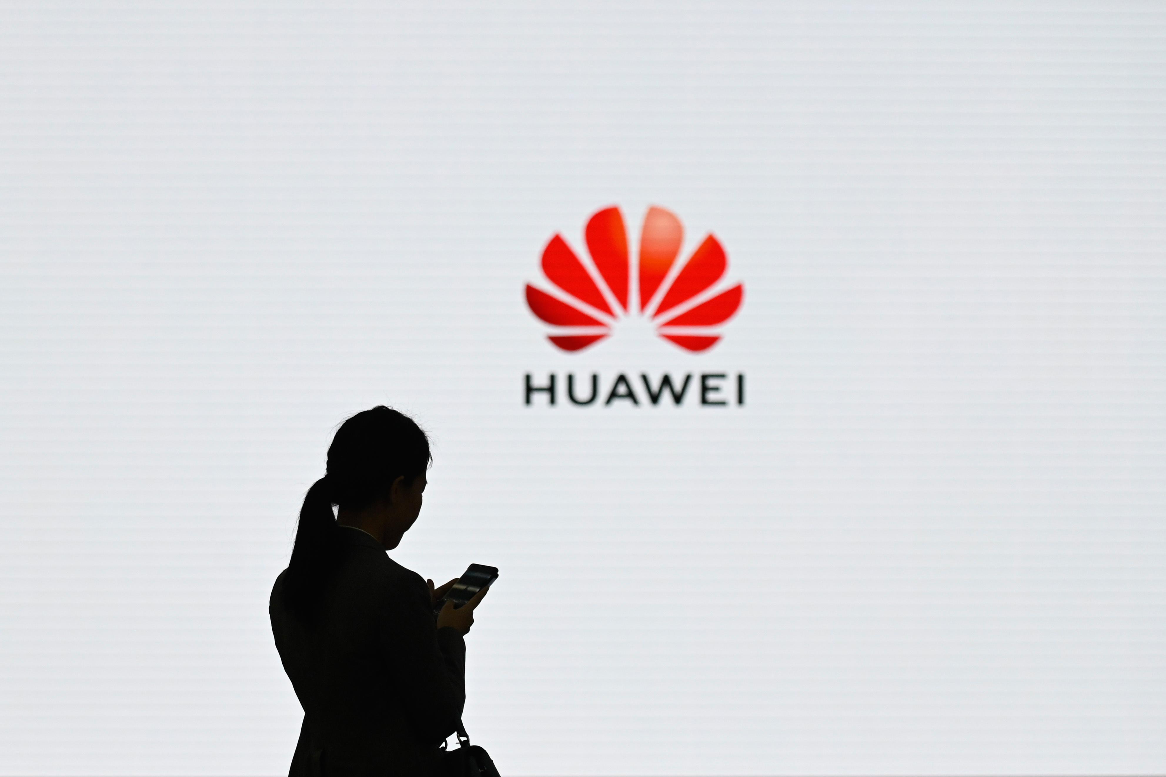 A Huawei megígérte, hogy a Google döntése ellenére továbbra is frissítik majd az androidos készülékeiket is