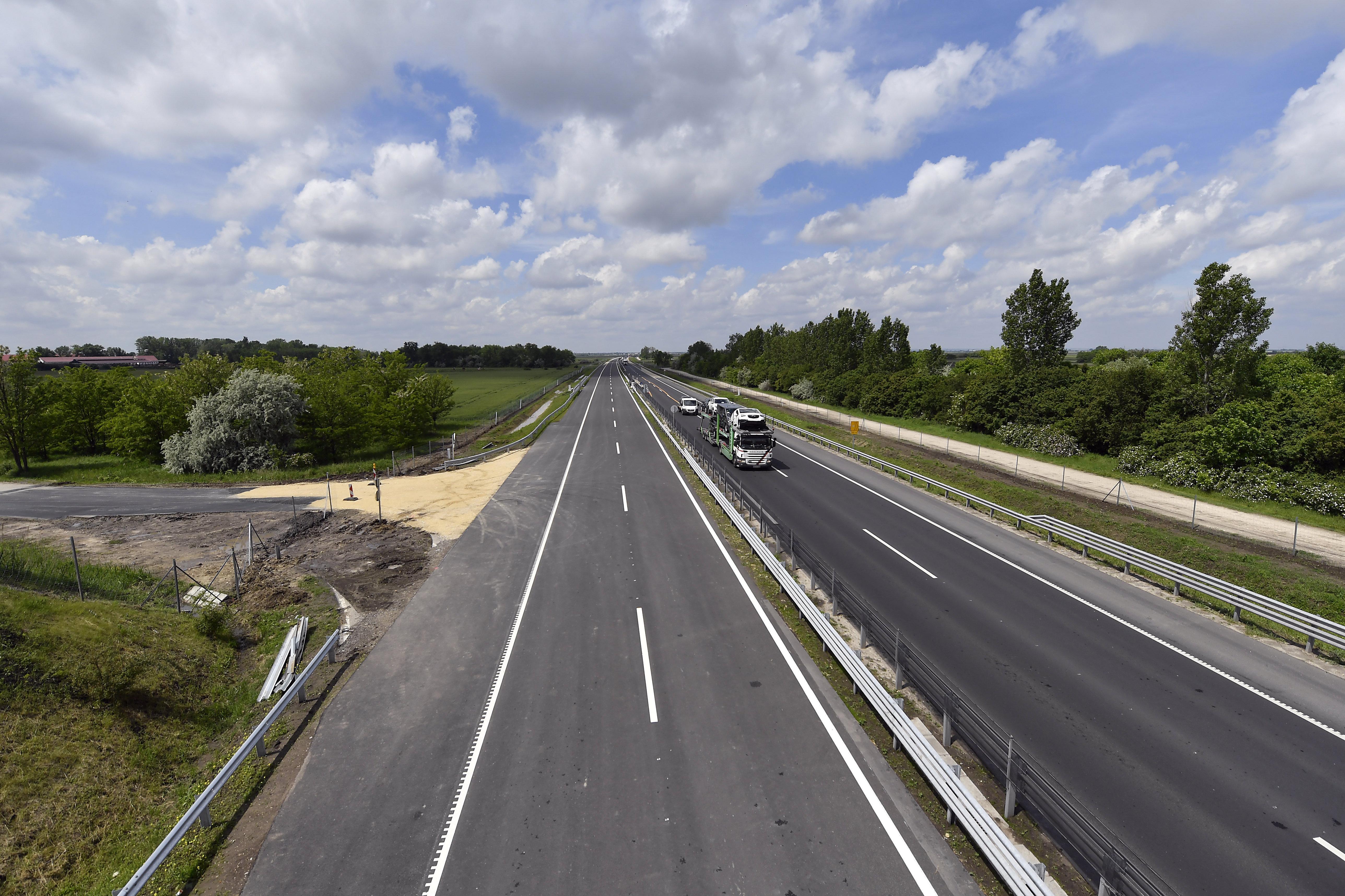 Karácsony az Európai Bizottsághoz fordul, mert a kormány 35 évre koncesszióba adna 2000 kilométer autópályát