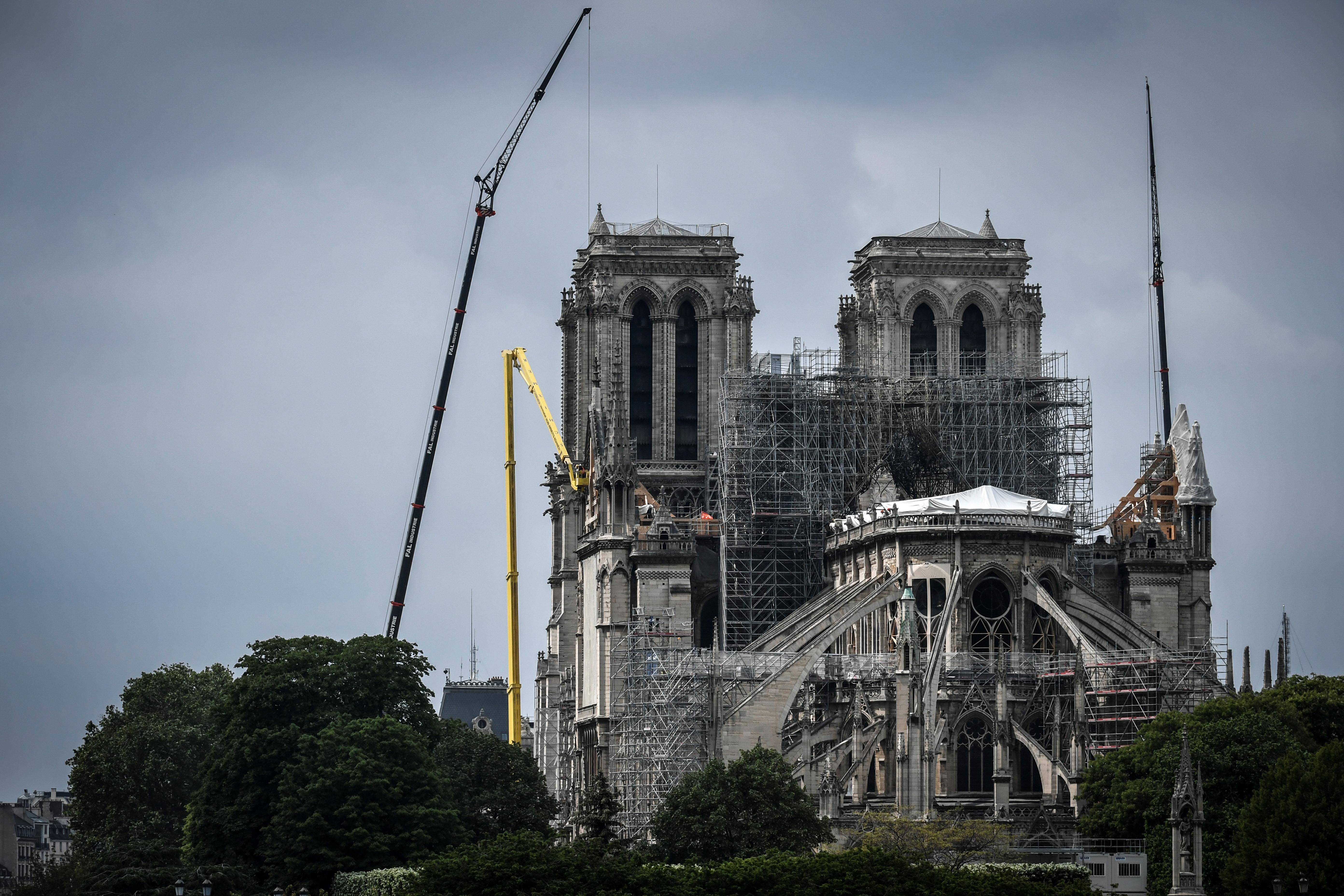 Fifti-fifti, hogy meg tudják-e menteni a Notre-Dame-ot