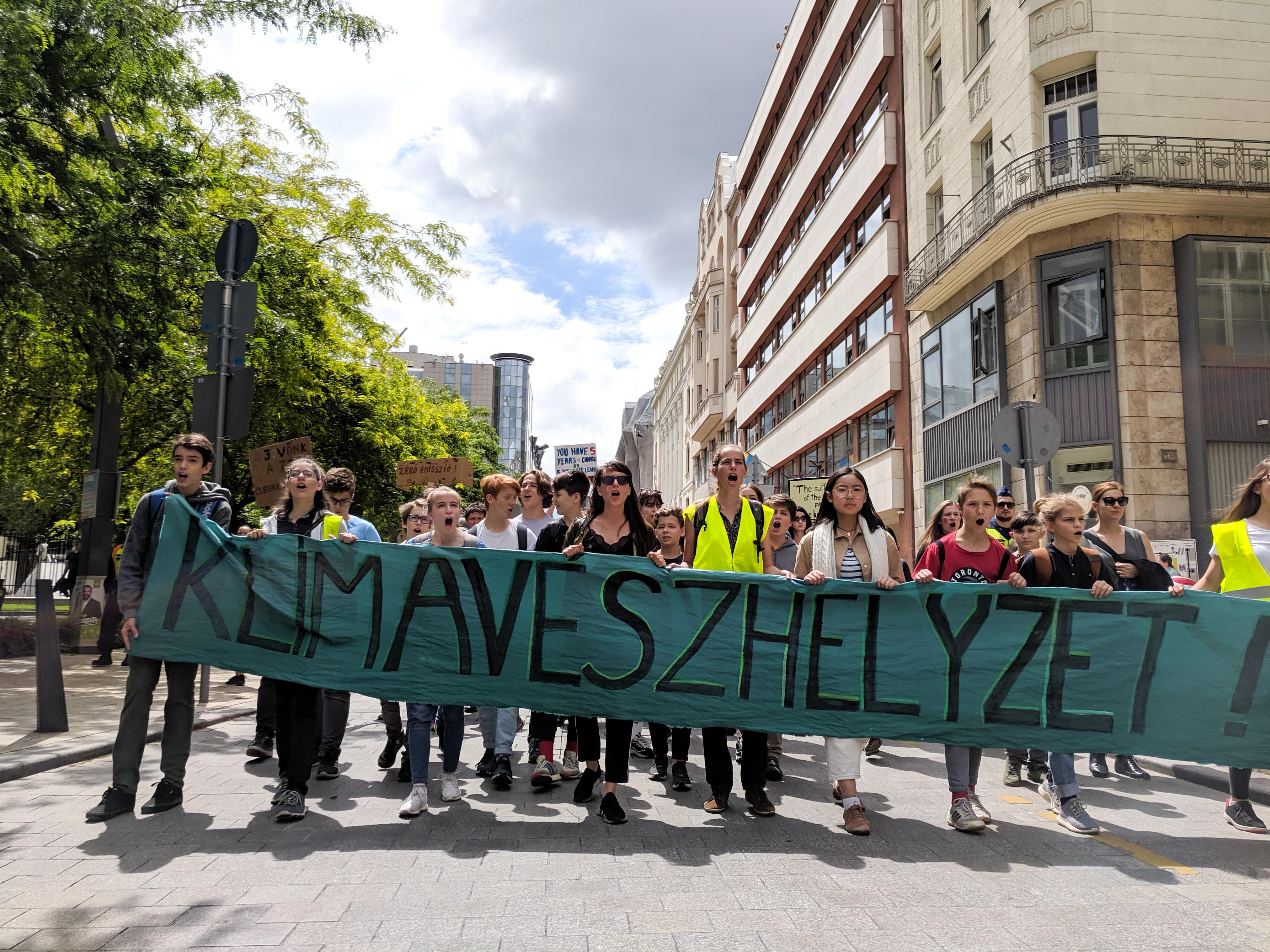 Több ezer magyar diák követelte, hogy végre történjen valami klímaügyben