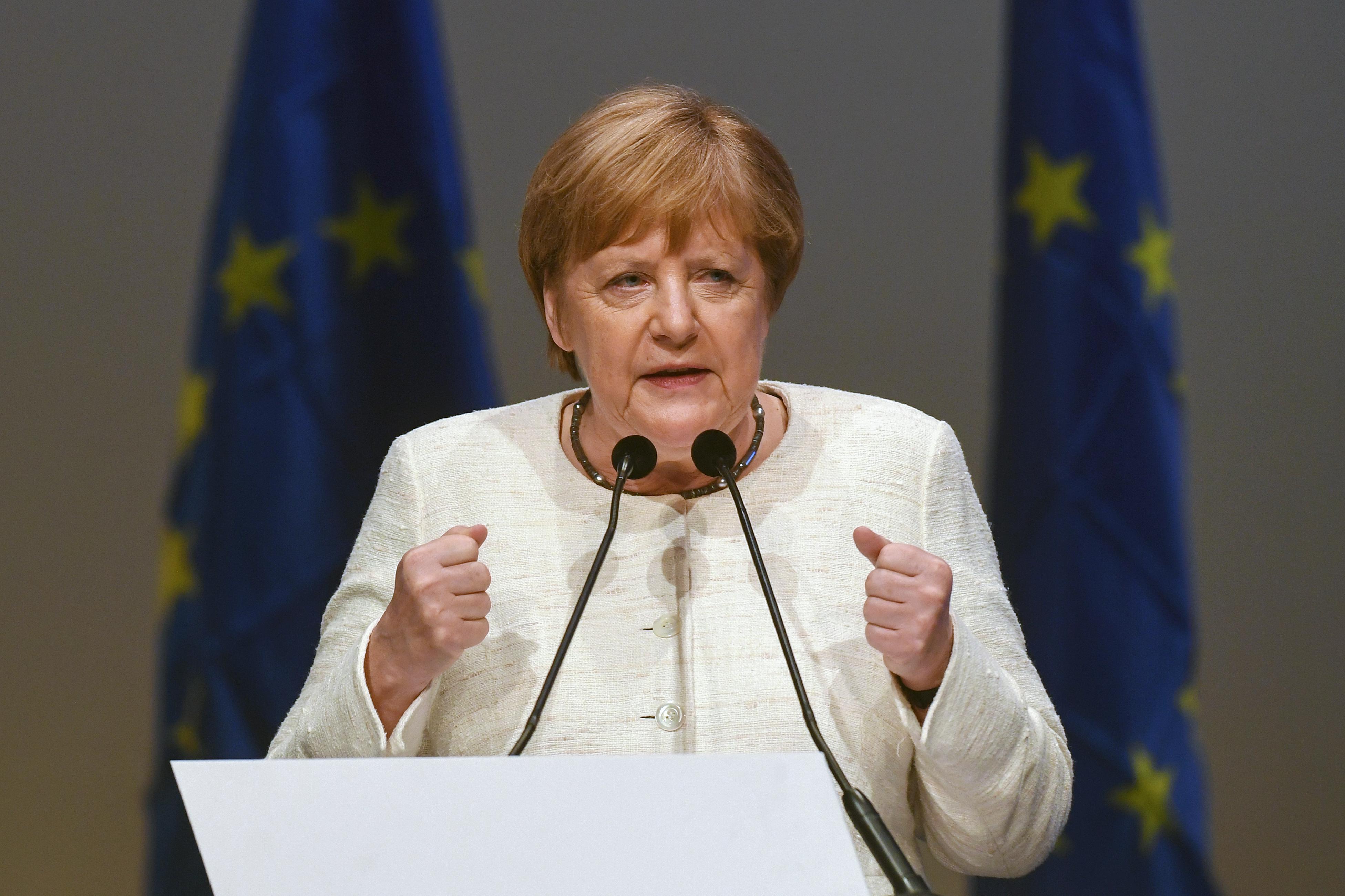 Merkel: Az igazságszolgáltatás és a sajtószabadság elnyomása támadás a közös értékeink ellen