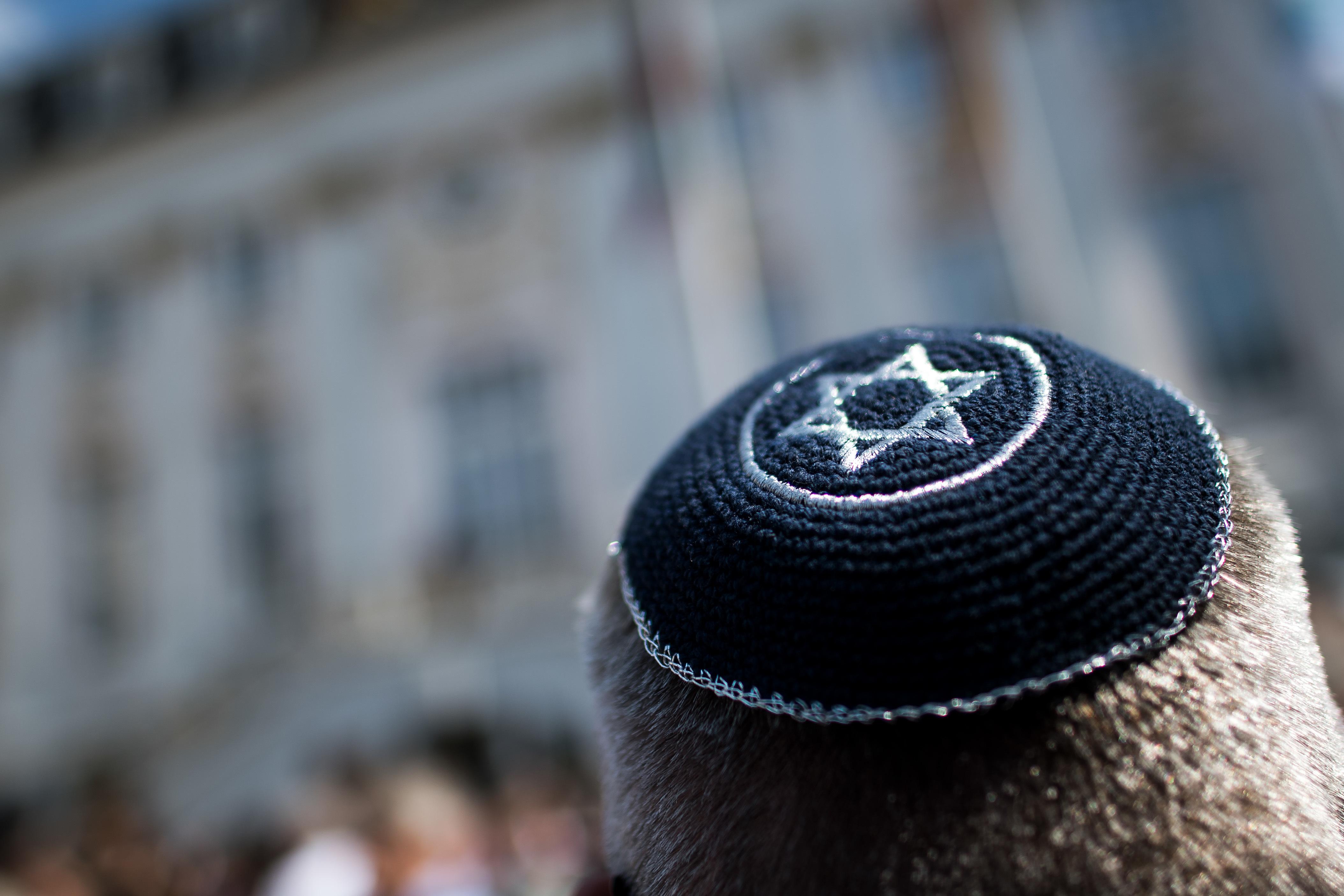 A kormány megbízottja szerint már nem ajánlott kipában mutatkozni a németországi zsidóknak