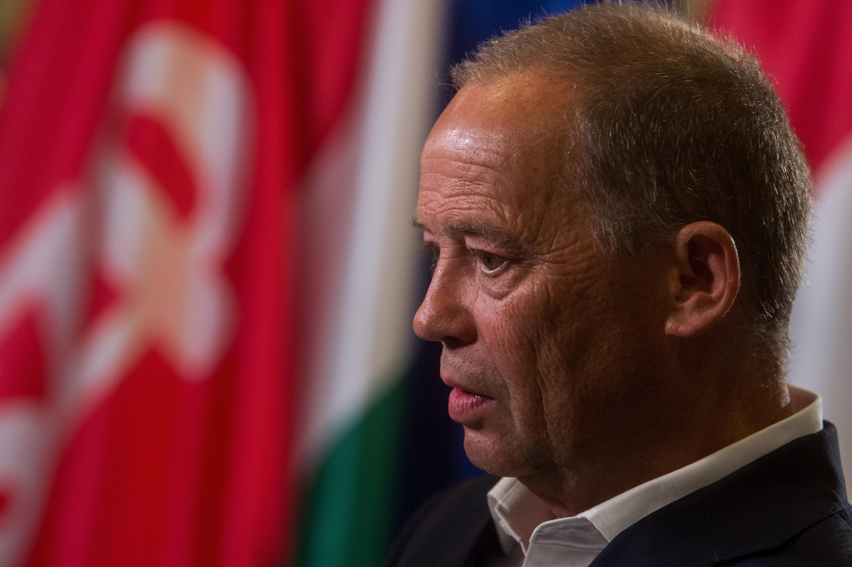 Az MSZP visszahívta az alelnöki posztról Szanyi Tibort