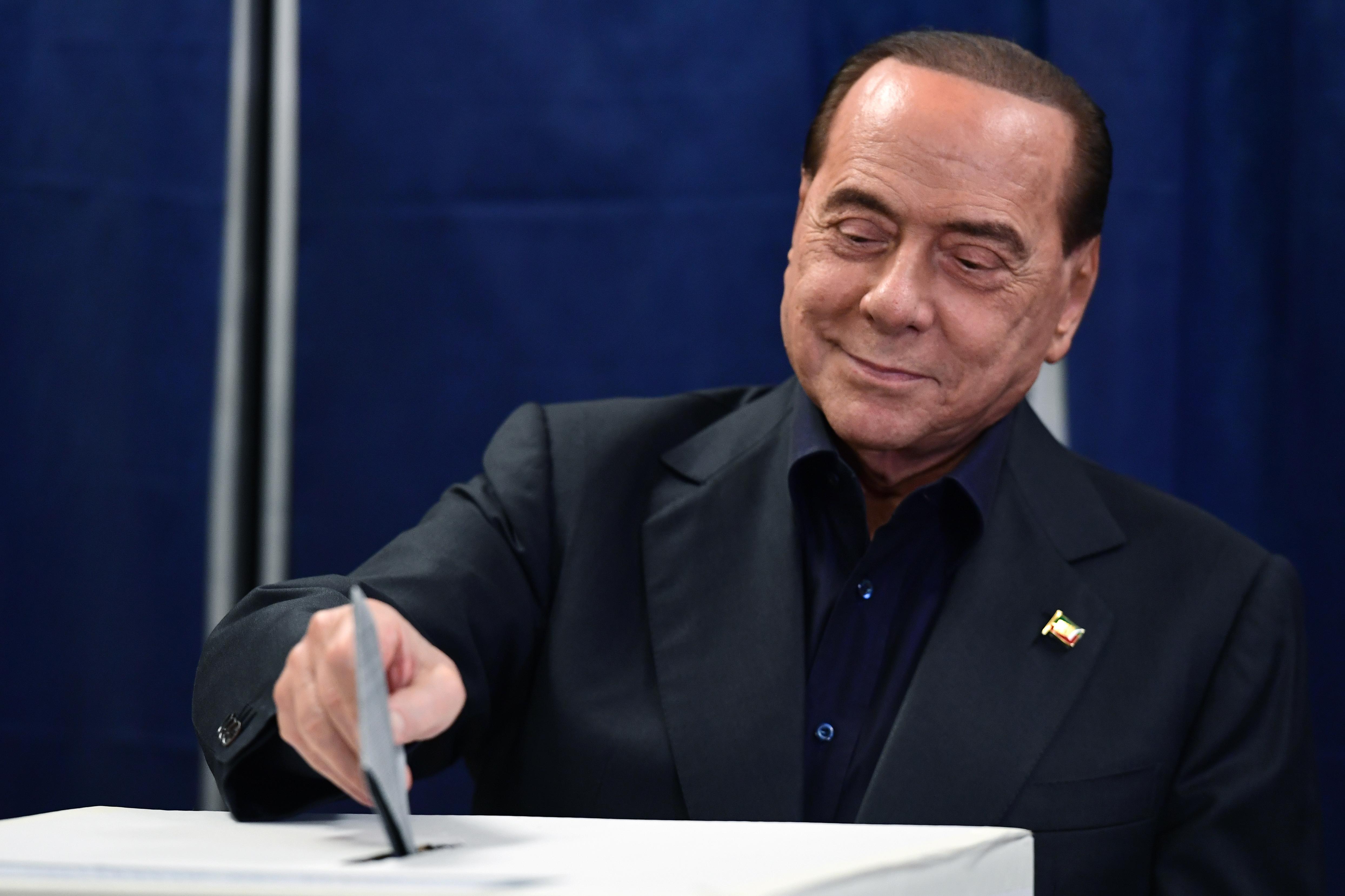 Silvio Berlusconi is EP-képviselő lesz