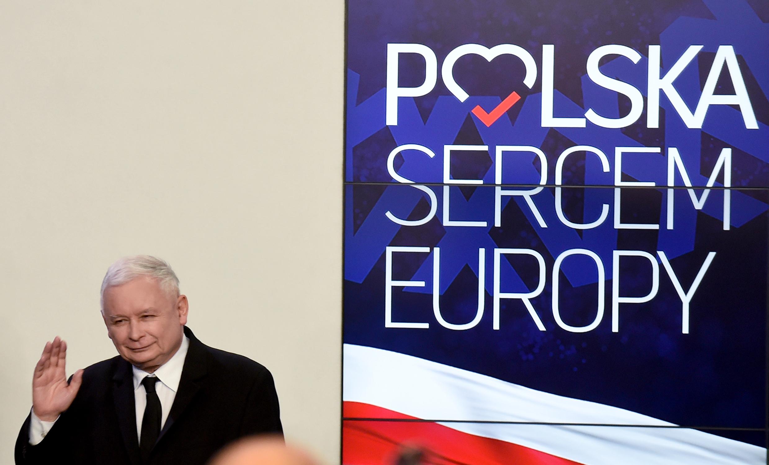 Váratlanul nagyot nyert Jarosław Kaczyński és a jobboldal Lengyelországban