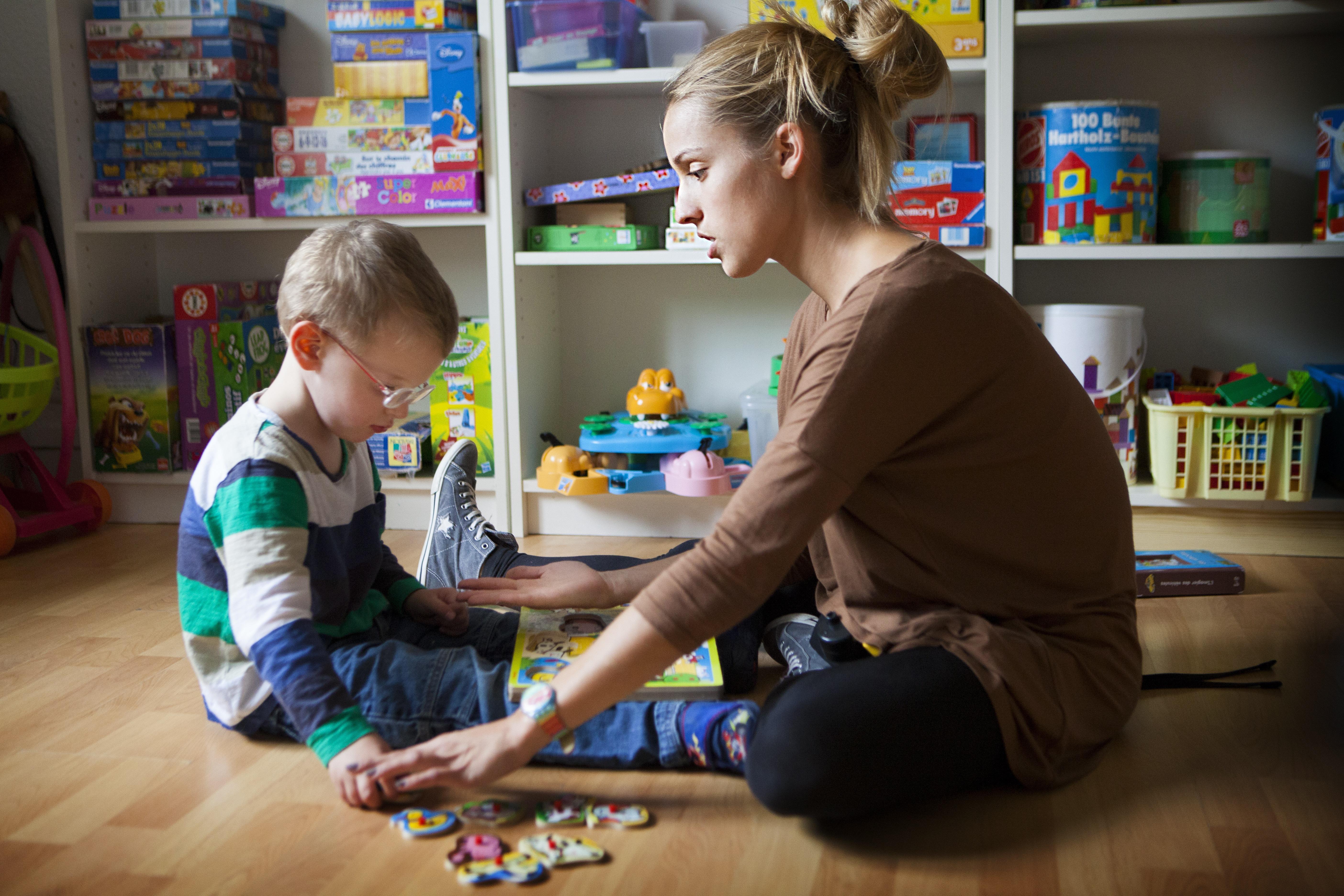 Az autista gyereket nevelő szülők, akik háborút hirdettek a kamugyógyszerek ellen