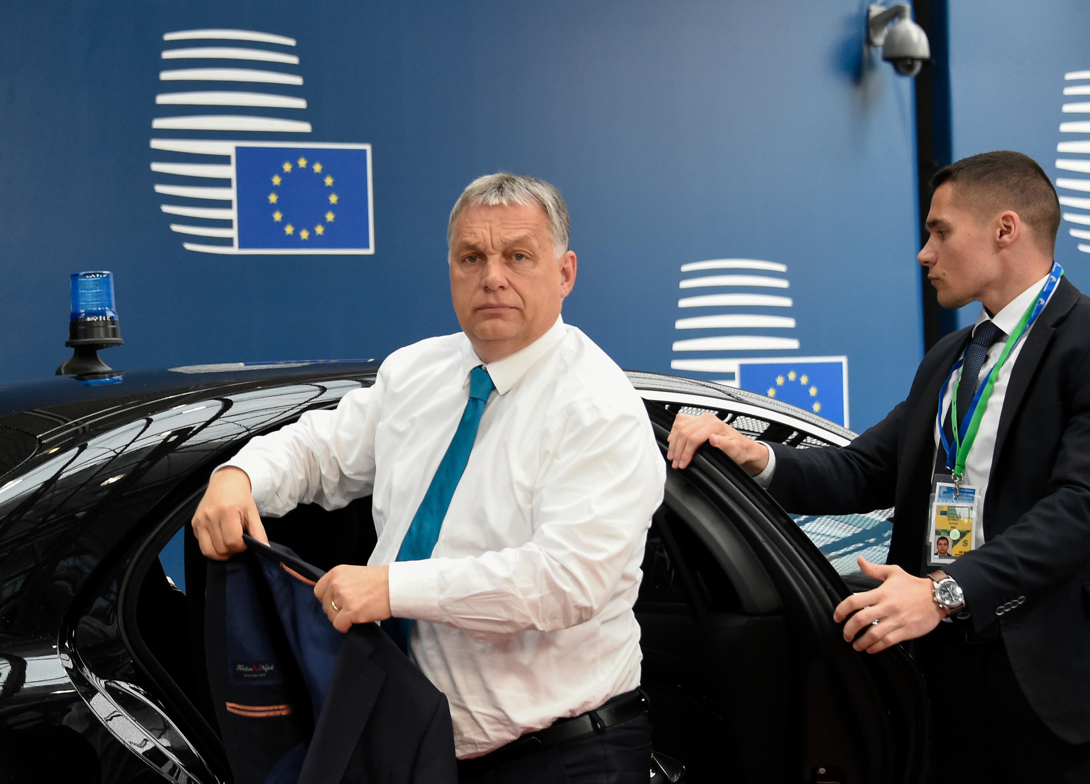 A világ egyik legismertebb közgazdásza szerint ki kéne rúgni Magyarországot az EU-ból