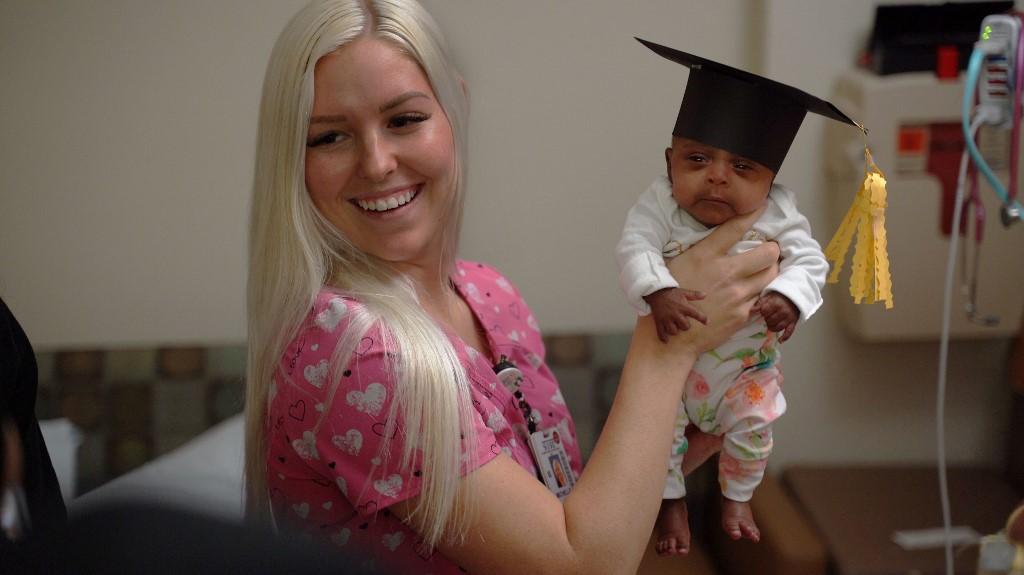 Hazamehetett a kórházból a világ legkisebb újszülöttje