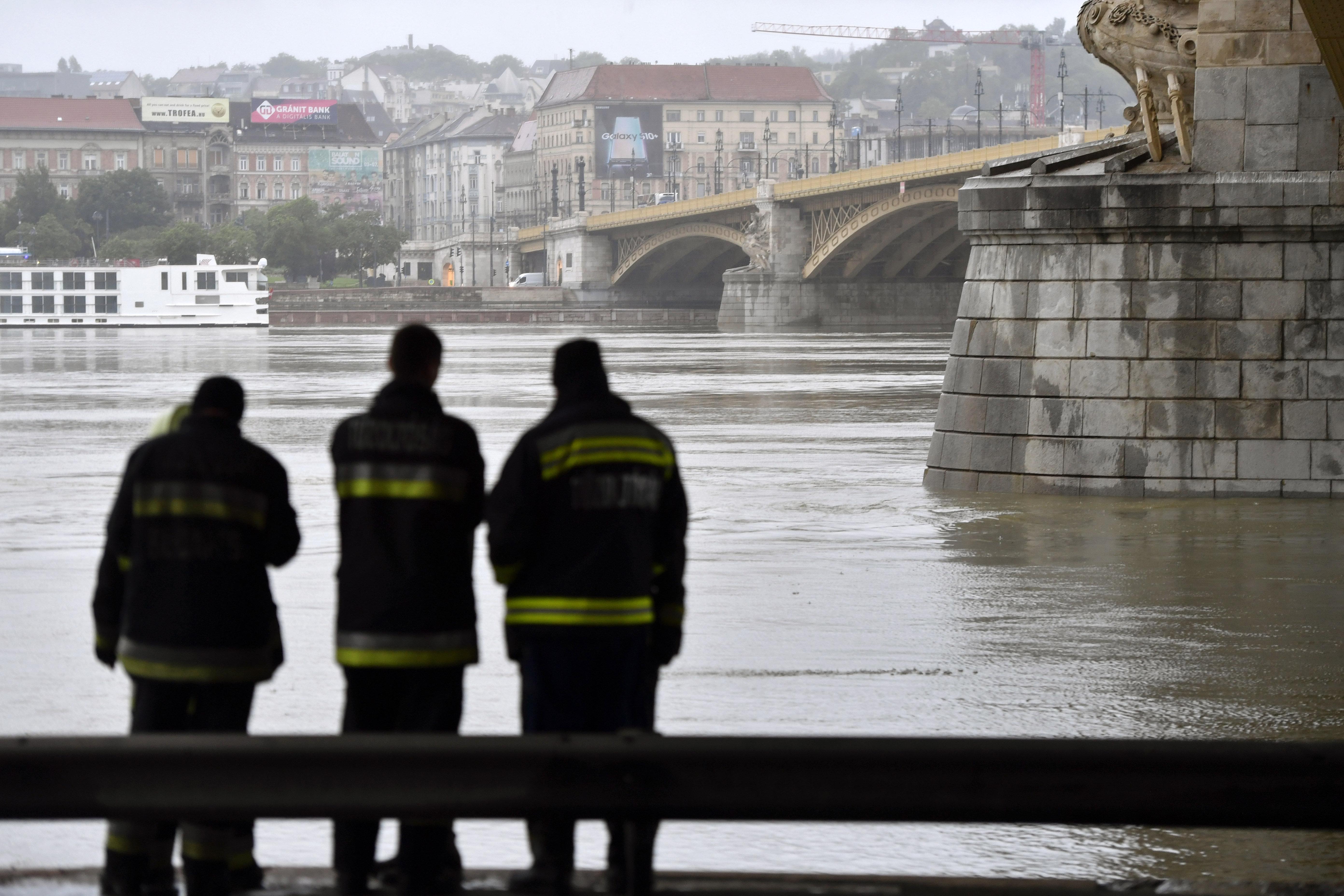 Osztrák búvárok is beszállnak a budapesti mentési munkákba