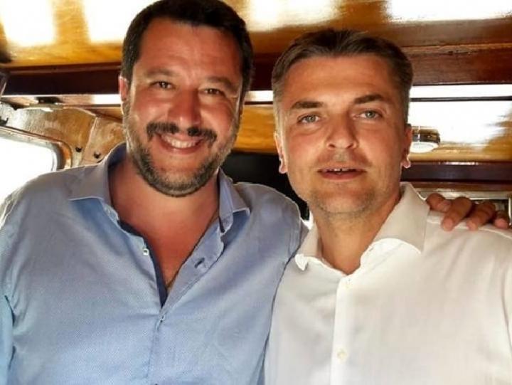Távozik az olasz kormányból a Liga egyik tagja, miután sikkasztásért elítélték