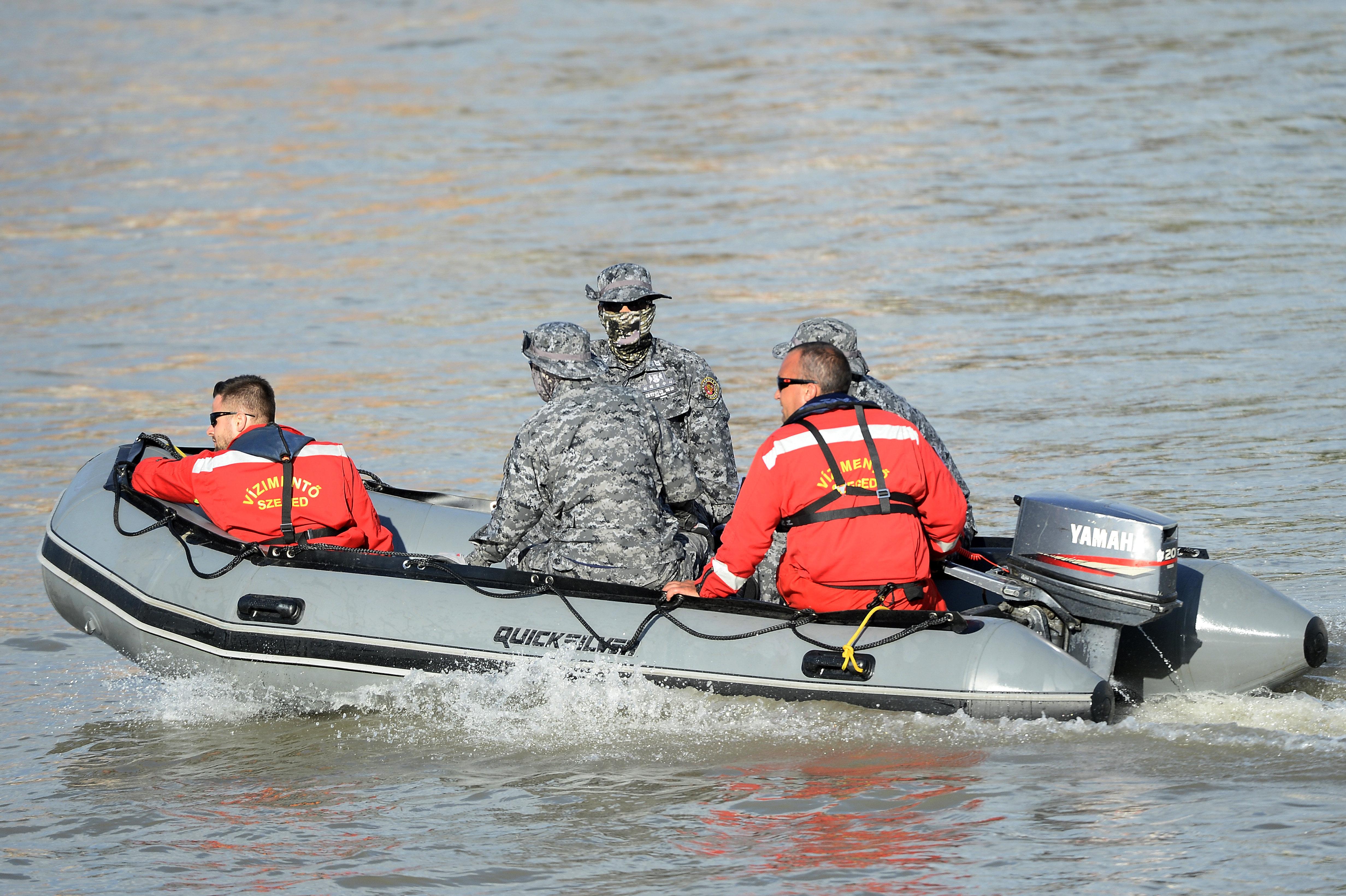 Még nyolc áldozatot keresnek a Dunában
