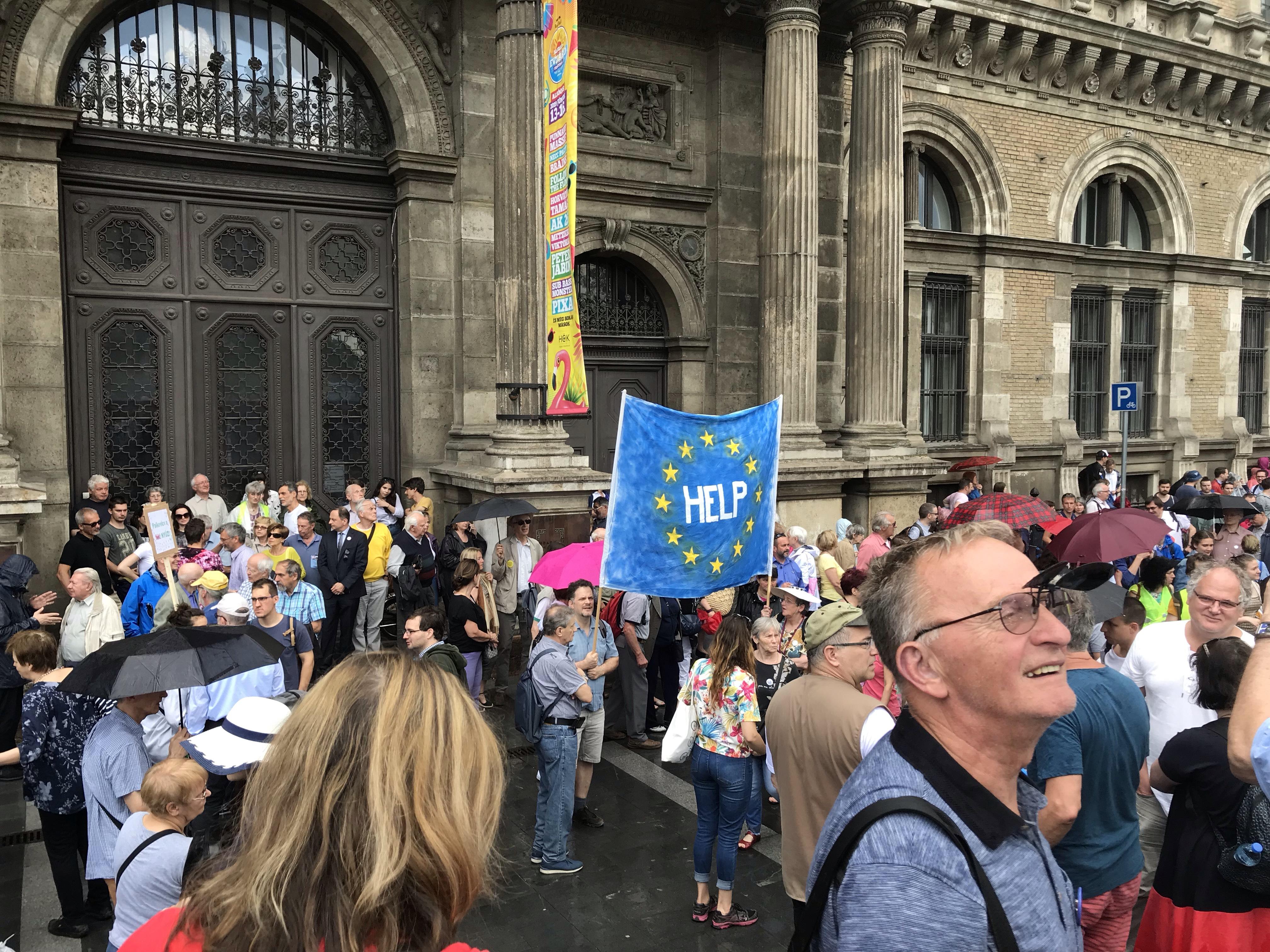 Az Akadémia szabadságáért tüntettek