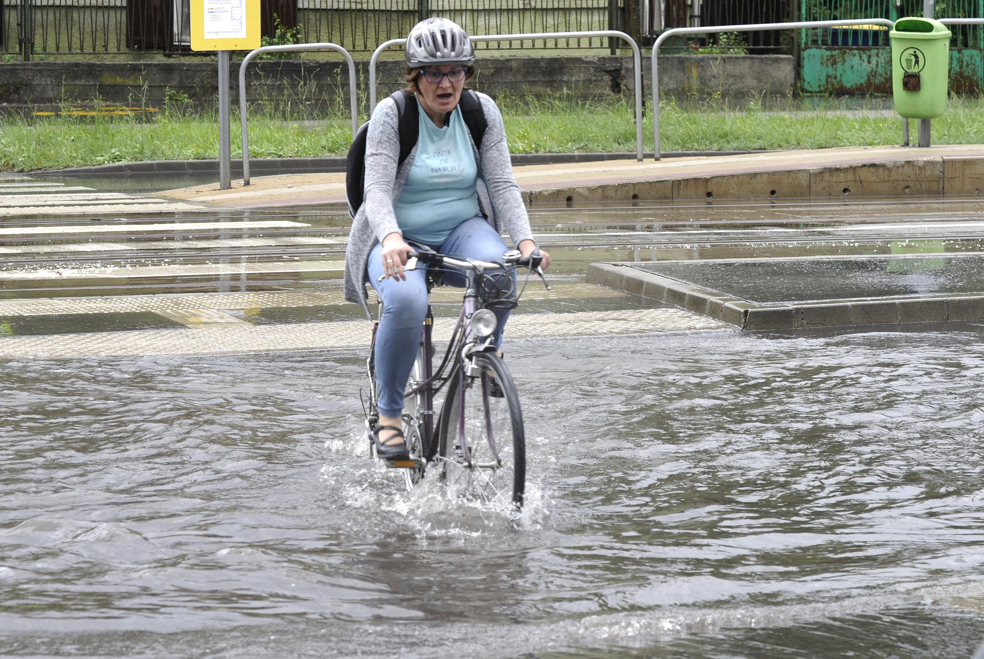 A klímaváltozás szélsőségei: Budapesten úgy is nagy a szárazság, hogy egyre több az extrém felhőszakadás