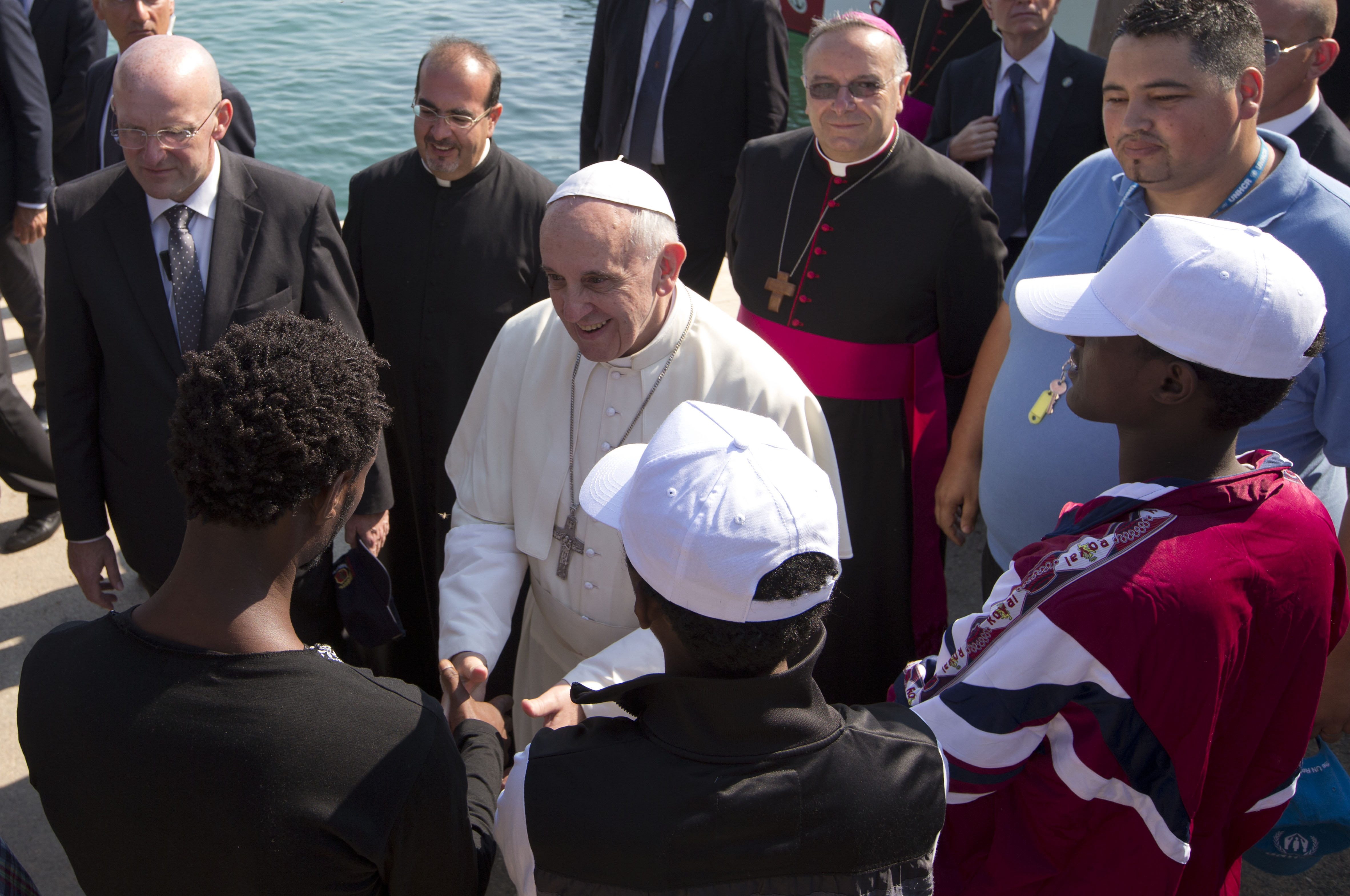 A Vatikán fogadta be azokat a menedékkérőket, akiket Salvini nem enged be Olaszországba