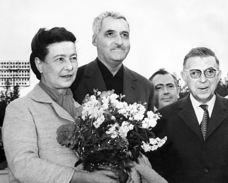 1963-ban Magyarországra akarták csábítani Jean-Paul Sartre-t, de 56 miatt nem jött, Hruscsovot viszont meglátogatta a Szovjetunióban