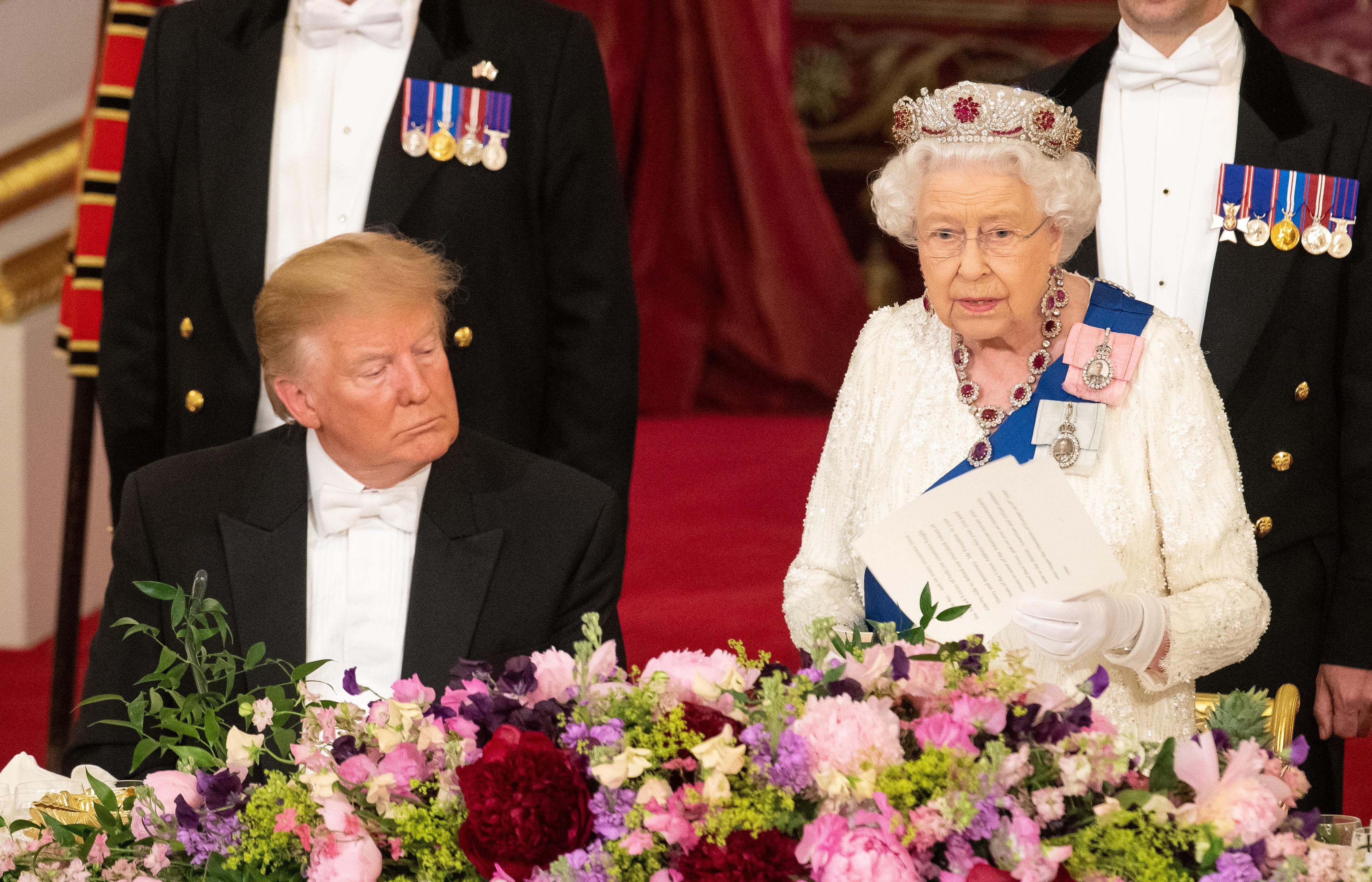Erzsébet királynő azt a nemzetközi intézményrendszert magasztalta Trump oldalán, amelyet az szétverni próbál
