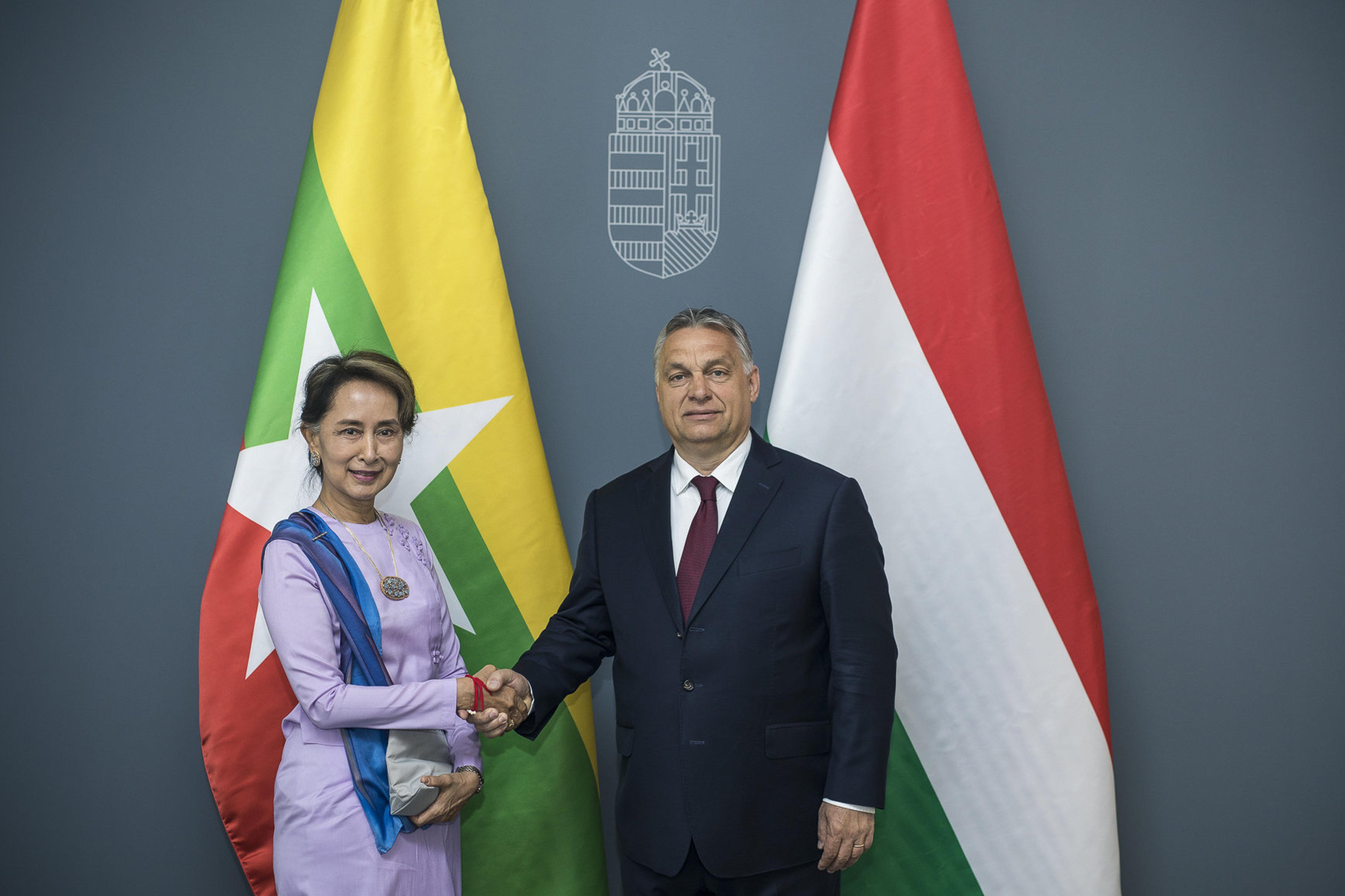 Orbán megnyugtatta a mianmari kormányfőt, hogy elutasítjuk a demokráciaexportot