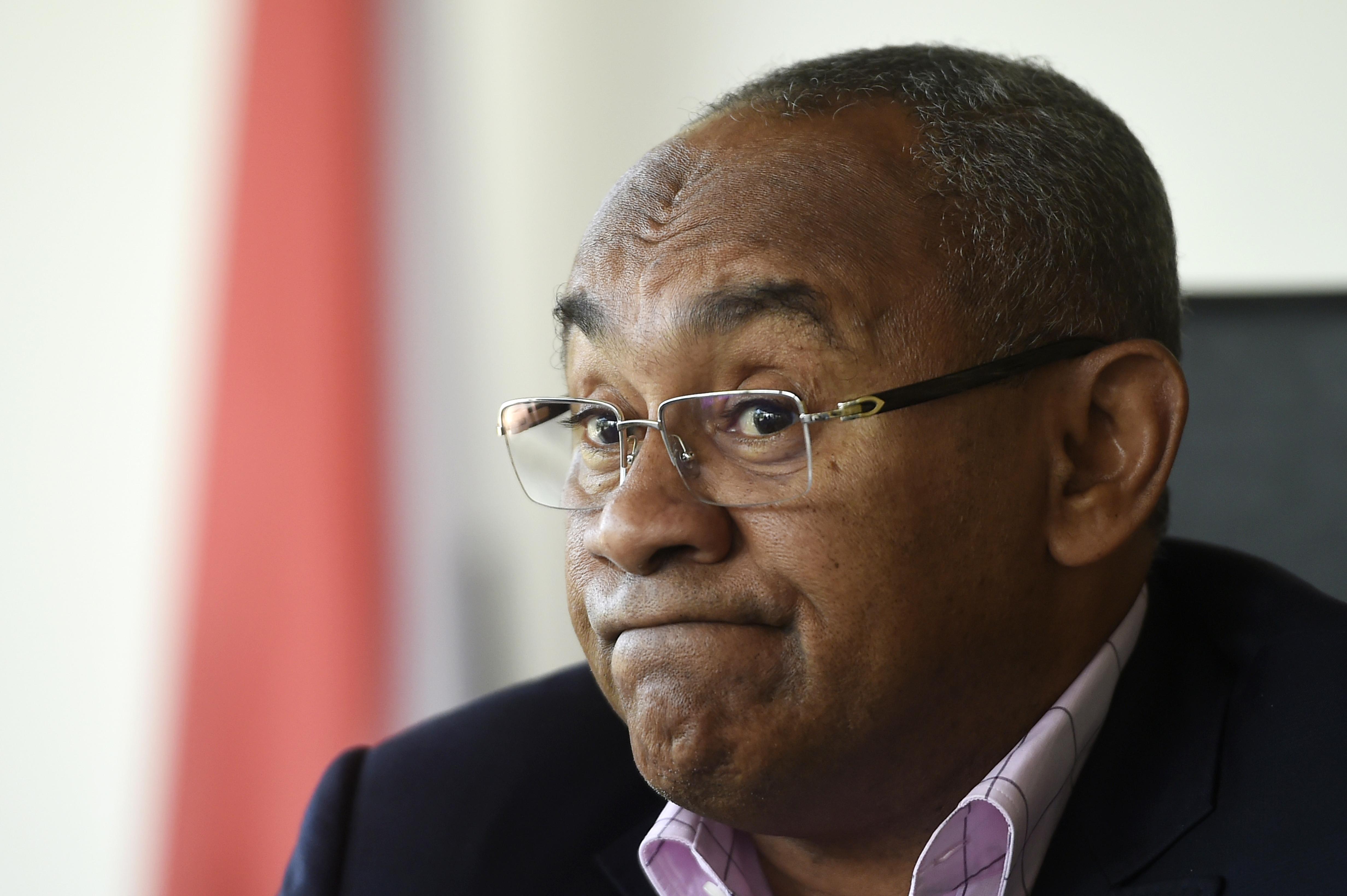 Újraválasztották a FIFA elnökét, másnap korrupció miatt őrizetbe vették az alelnökét