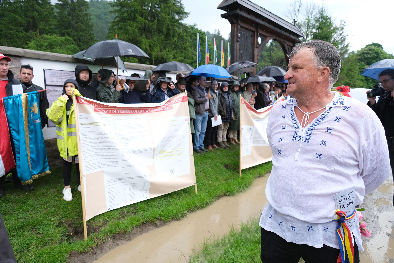 A román kormányfő arra kér mindenkit az úzvölgyi temető környékén, hogy nyugodjon le