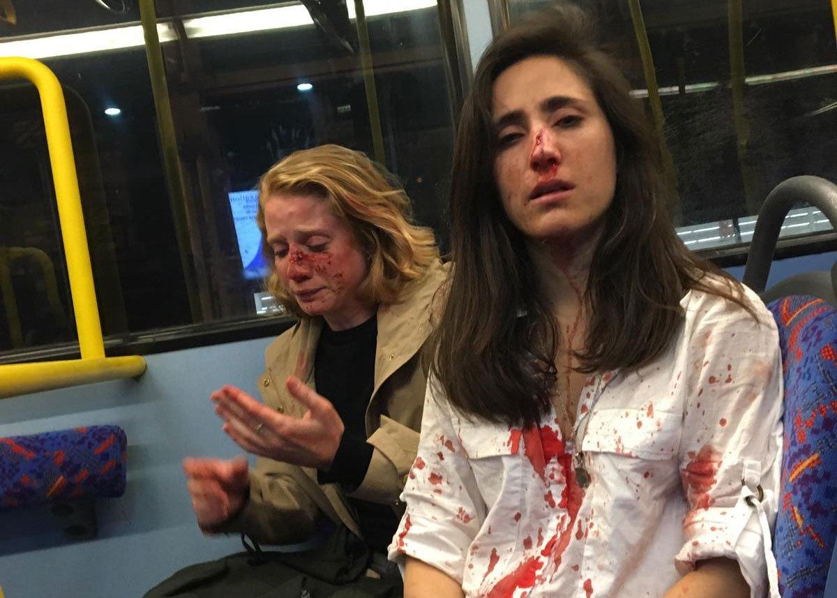 Elfogták a négy fiút, akik összevertek egy leszbikus párt egy londoni buszon